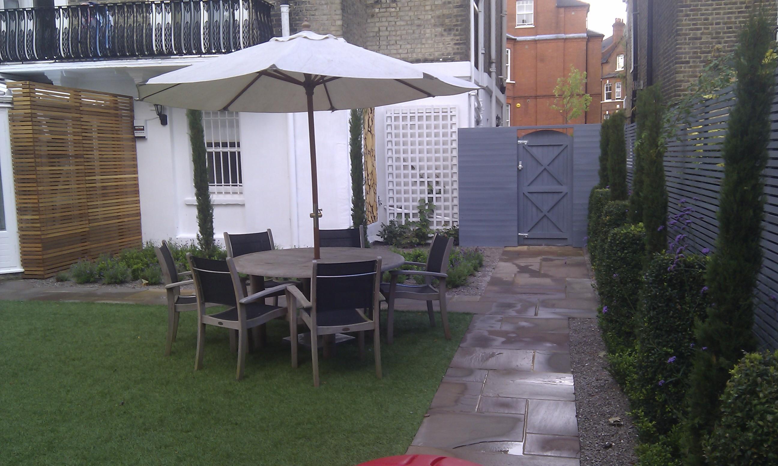 modern garden design london slatted grey privacy screen sandstone paving easy grass balau hardwood decking (31)