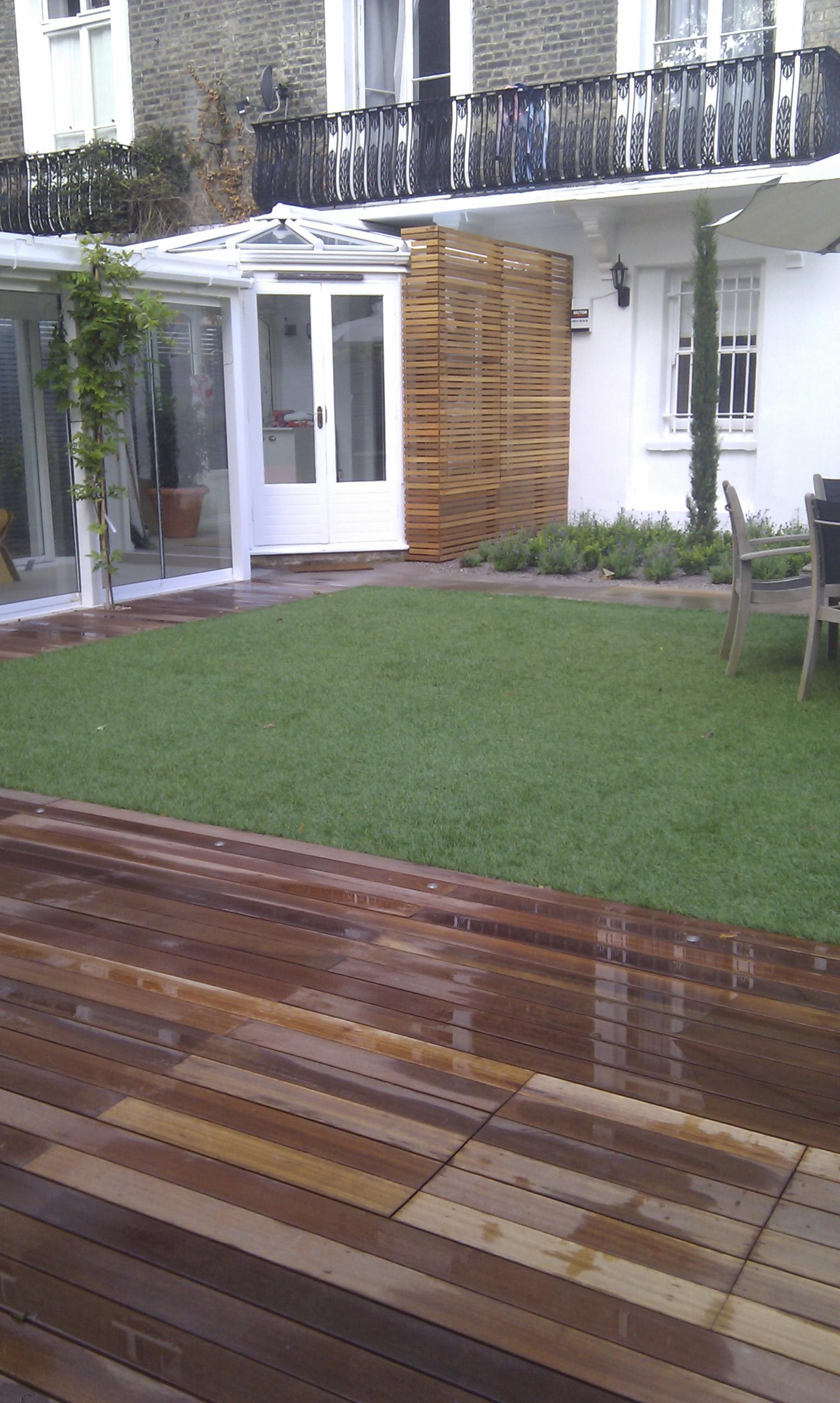 modern garden design london slatted grey privacy screen sandstone paving easy grass balau hardwood decking (32)