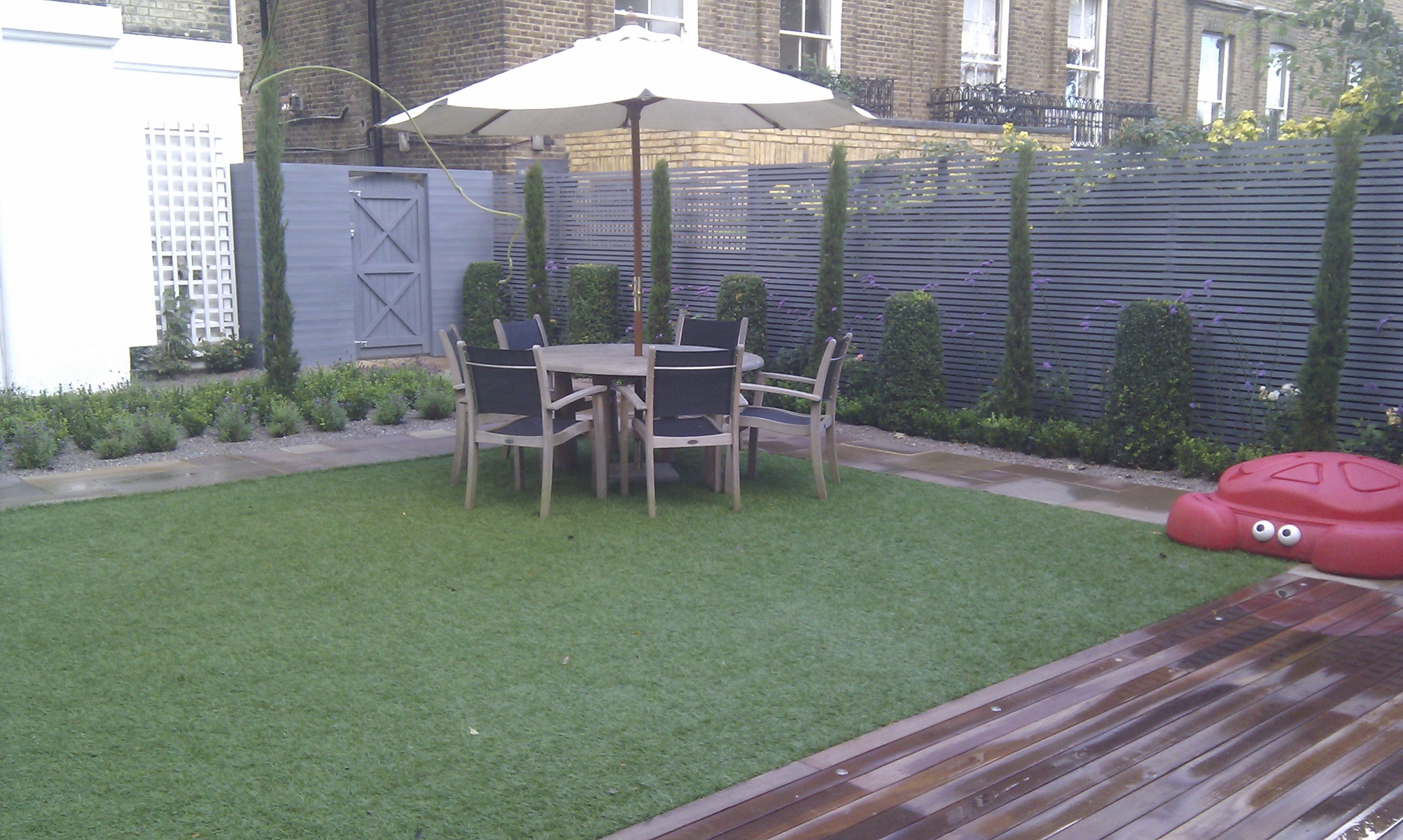 modern garden design london slatted grey privacy screen sandstone paving easy grass balau hardwood decking (33)