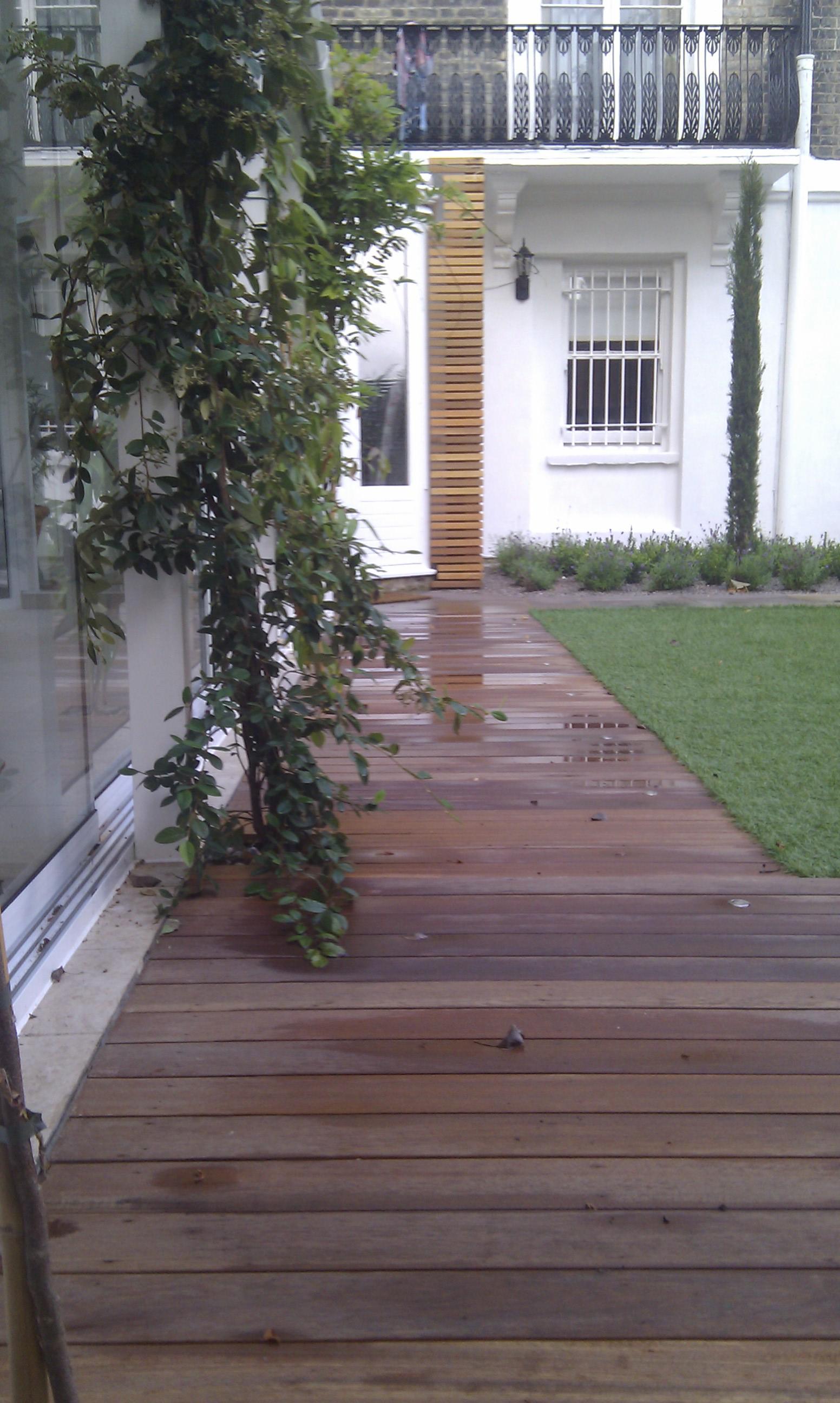 modern garden design london slatted grey privacy screen sandstone paving easy grass balau hardwood decking (34)