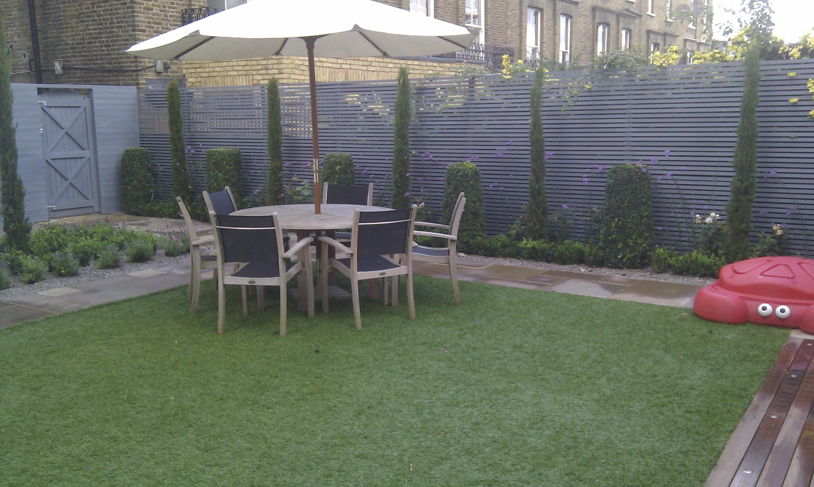 modern garden design london slatted grey privacy screen sandstone paving easy grass balau hardwood decking (35)