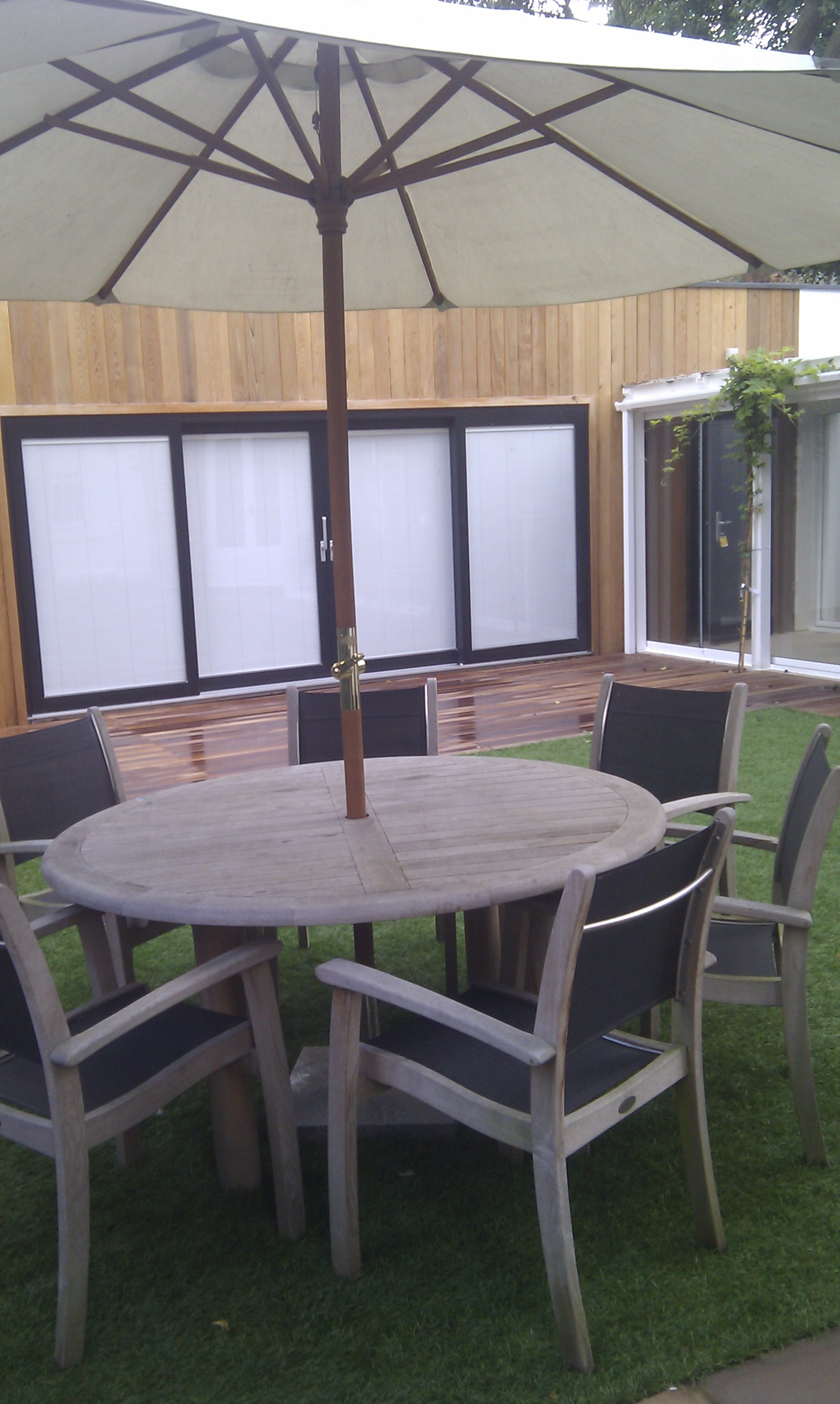 modern garden design london slatted grey privacy screen sandstone paving easy grass balau hardwood decking (39)