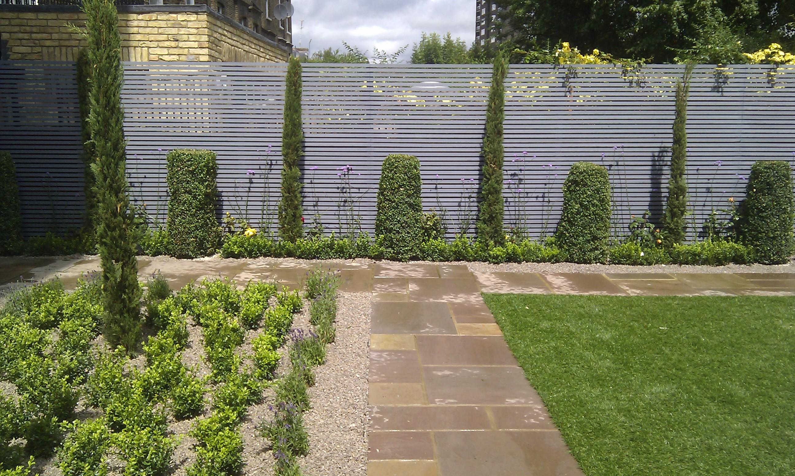 modern garden design london slatted grey privacy screen sandstone paving easy grass balau hardwood decking (4)