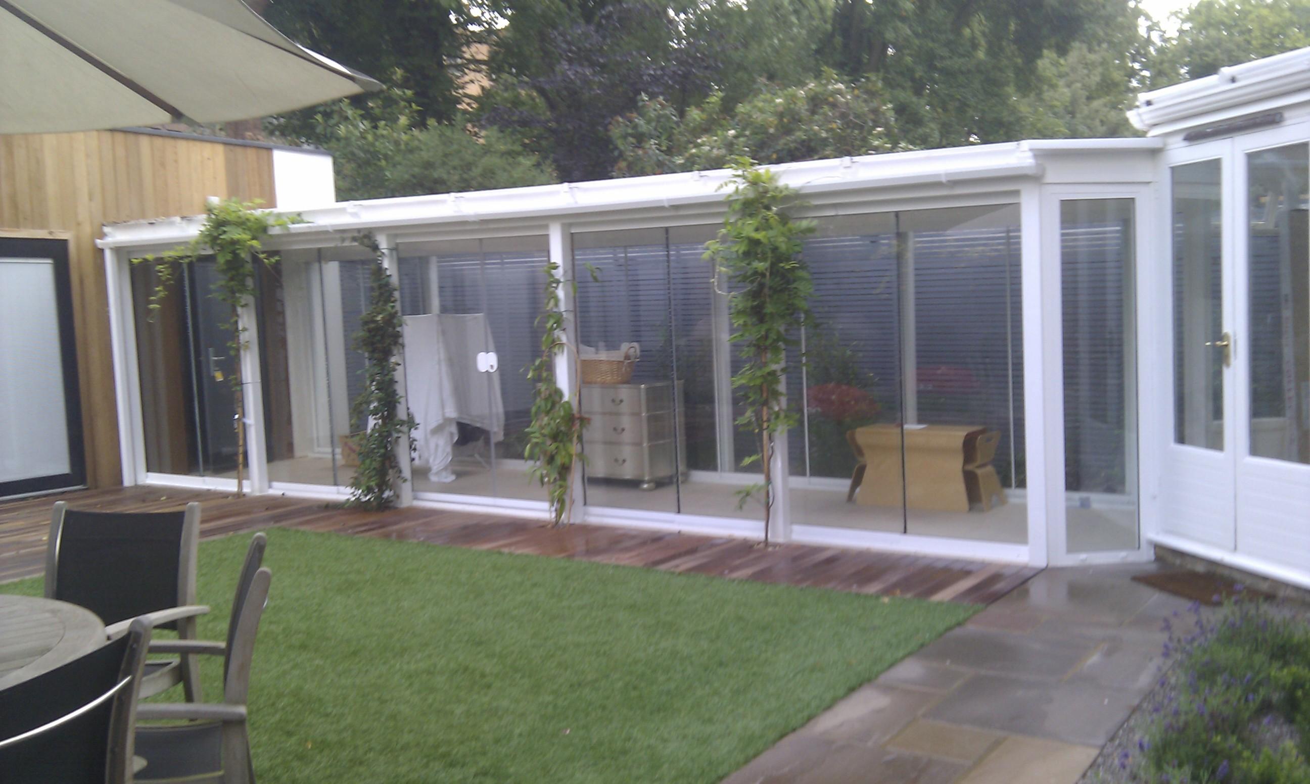 modern garden design london slatted grey privacy screen sandstone paving easy grass balau hardwood decking (40)