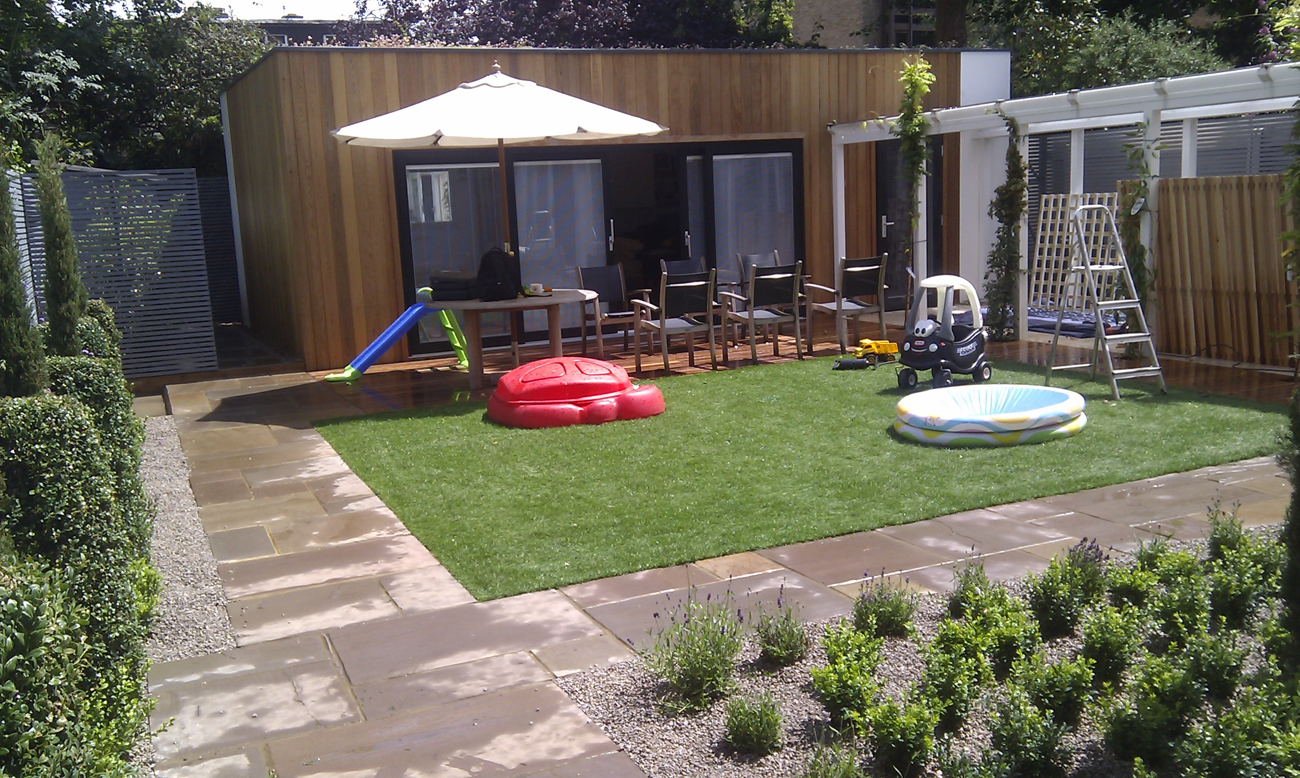 modern garden design london slatted grey privacy screen sandstone paving easy grass balau hardwood decking (7)
