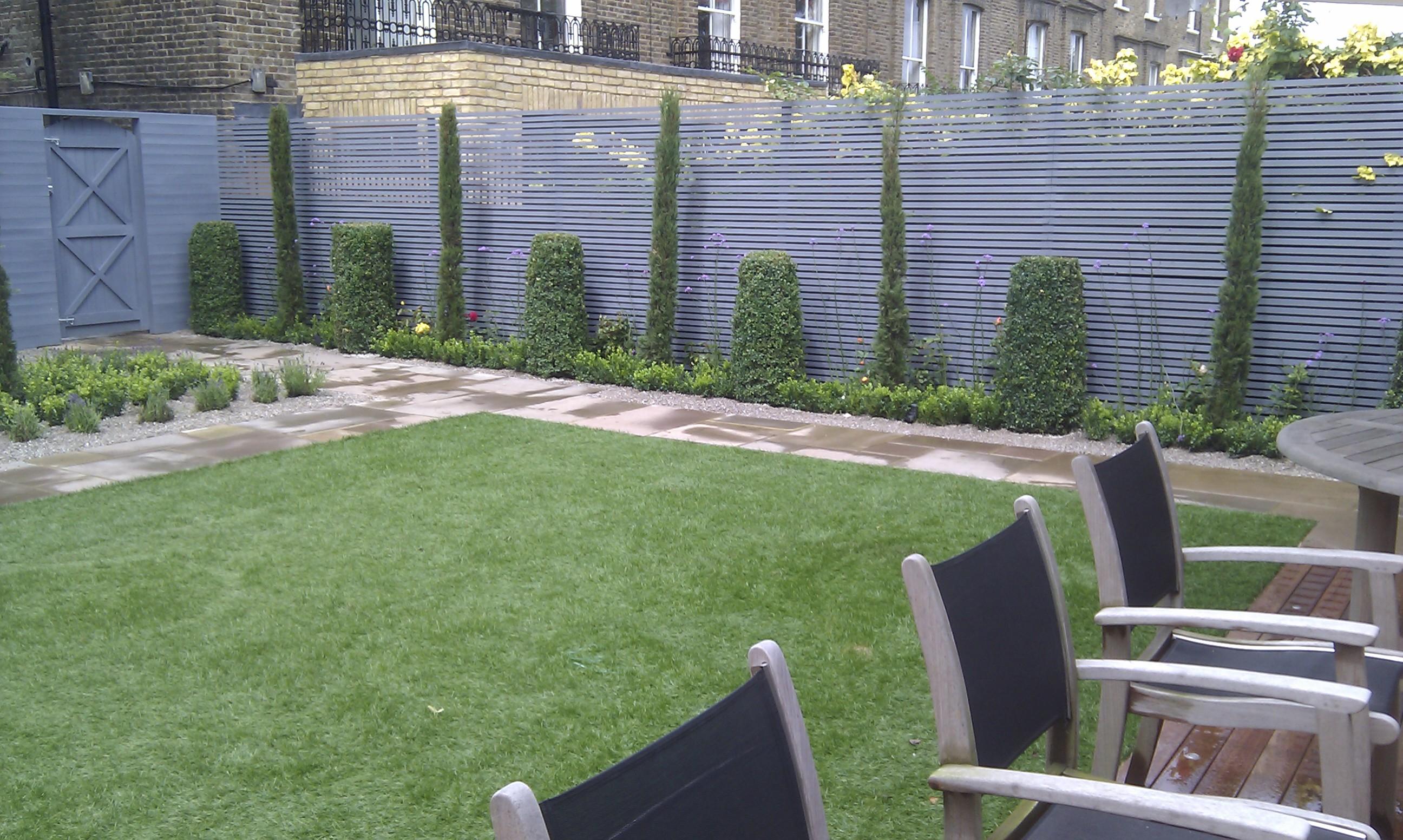 modern garden design london slatted grey privacy screen sandstone paving easy grass balau hardwood decking (9)