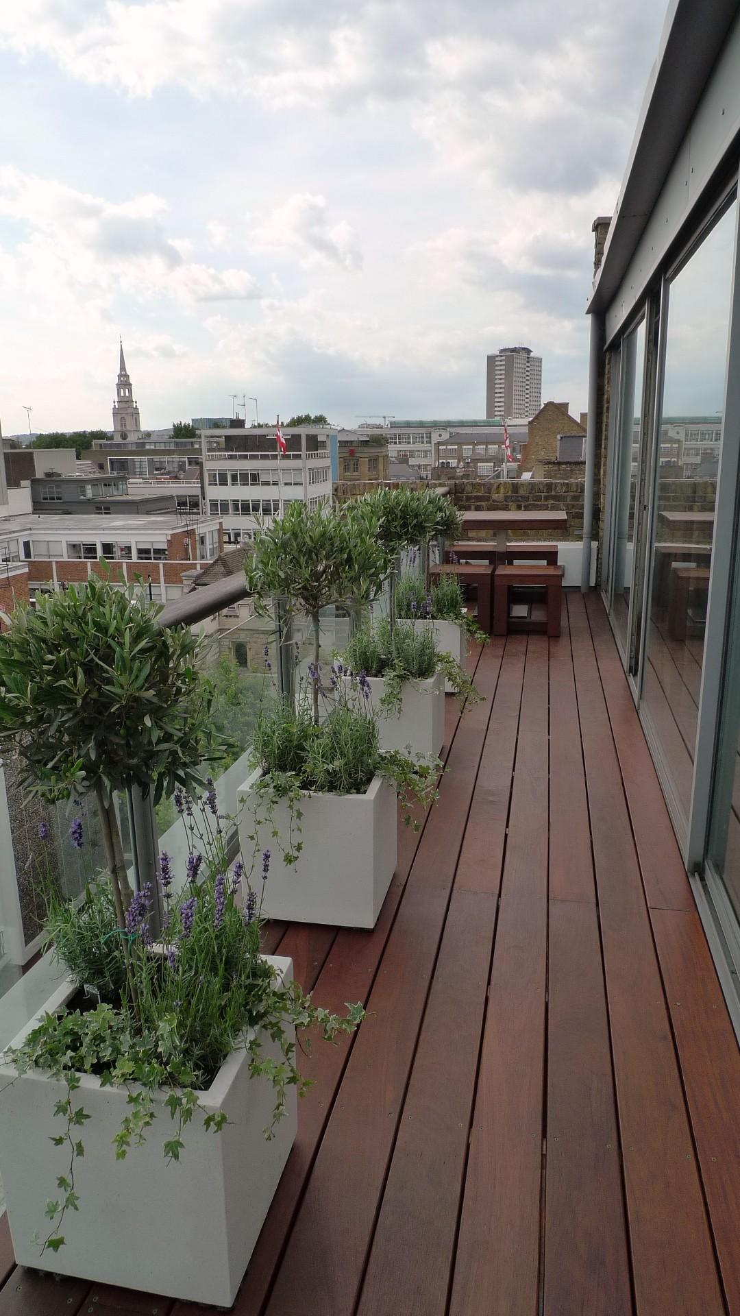 Ipe brazillian hardwood deck decking installation builders garden designers islington central london roof garden (12)