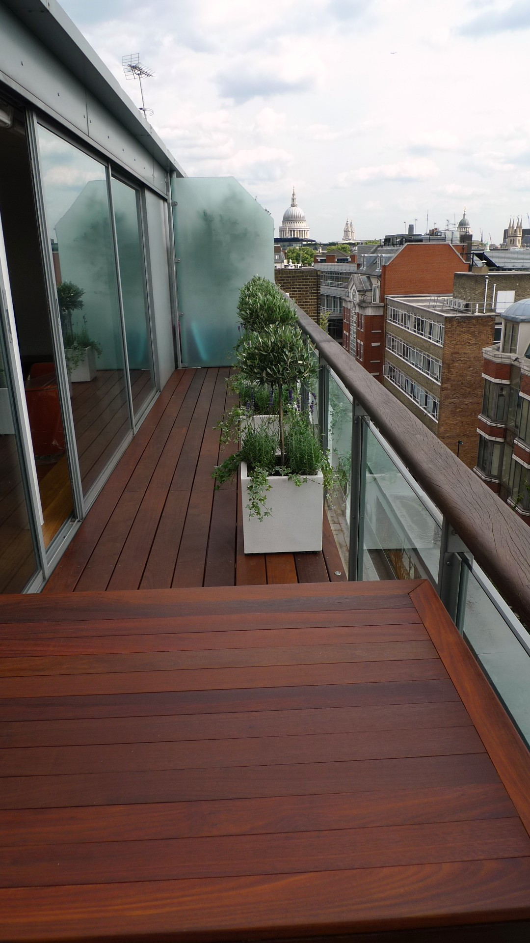 Ipe brazillian hardwood deck decking installation builders garden designers islington central london roof garden (8)