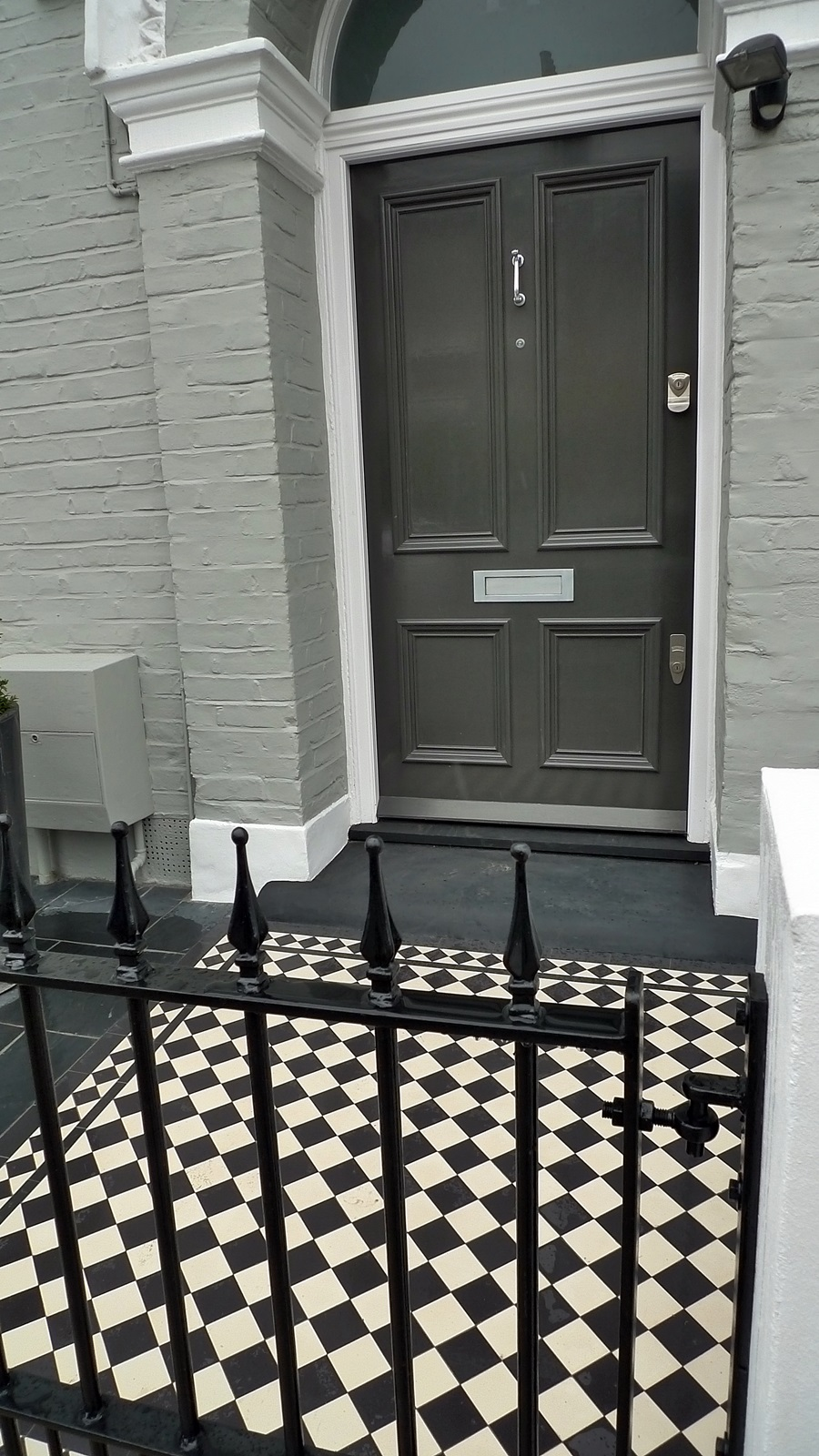 Victorian Mosaic tile path black and white 70mm tile with diamond border clapham batersea london (1)