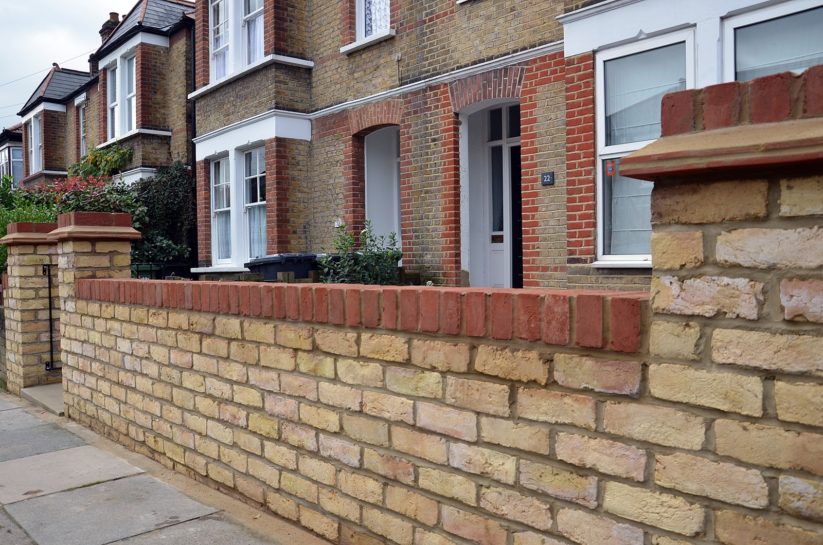 Brickwork with a twist brickwork pinterest brickwork for Victorian garden walls designs