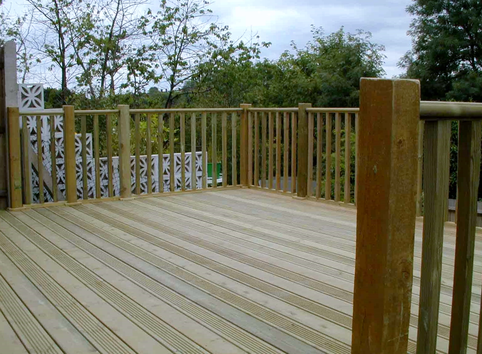 london decking deck builders installers hardwood softwood garden design (54)