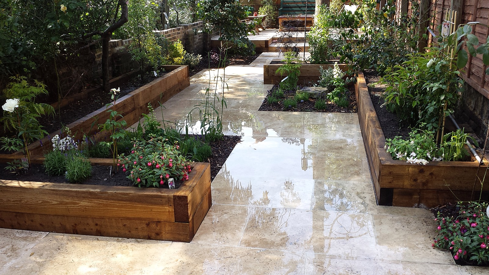 Travertine paving patio modern garden design landscaping for Contemporary garden designs and ideas