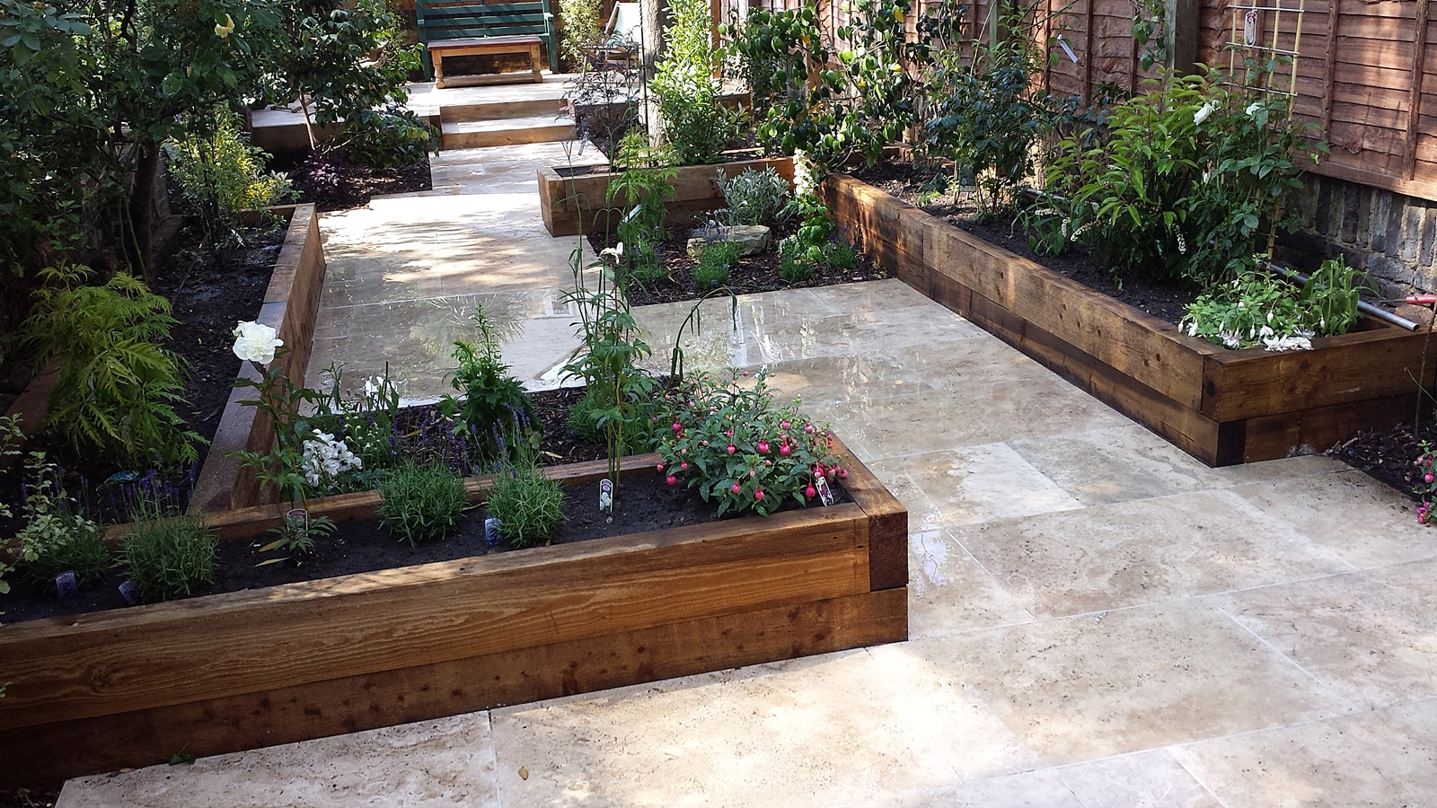 Travertine paving patio modern garden design landscaping for Garden patio design ideas