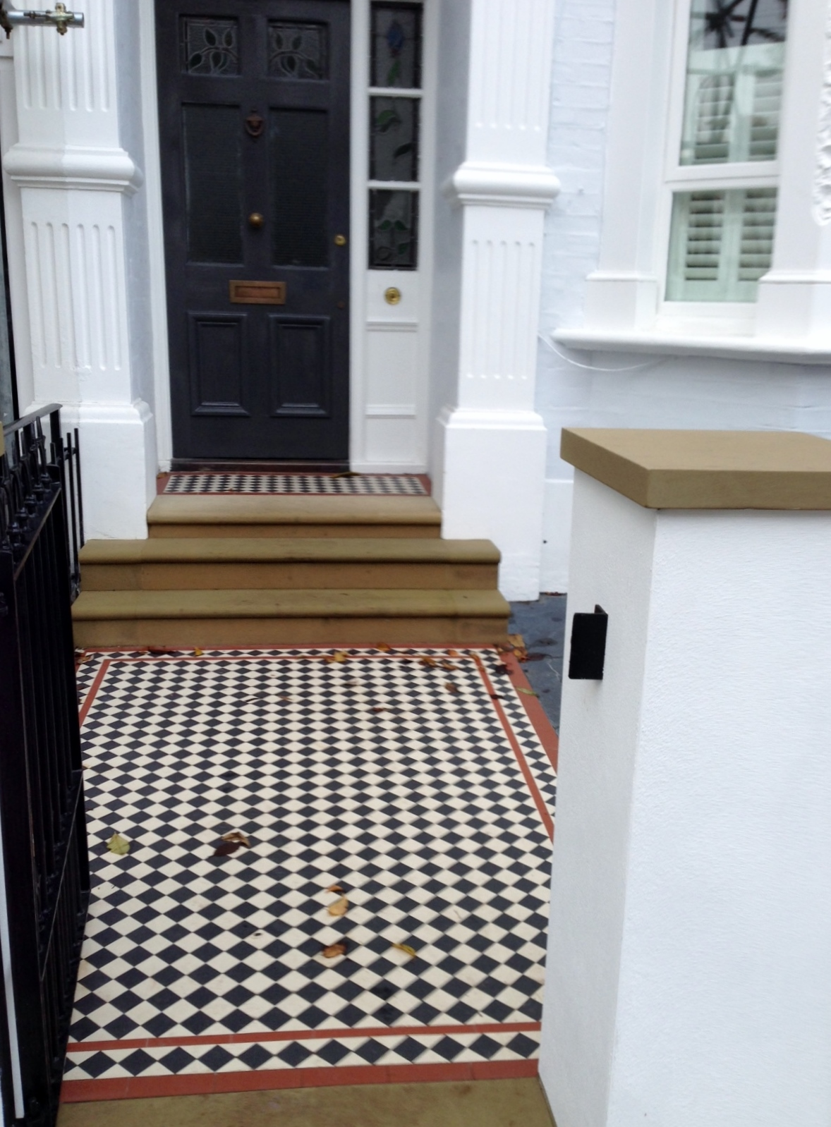 victorian mosaic garden path black white and red york stone steps and wall caps wall and rail and gate metal wrought iron slate paving london (1)