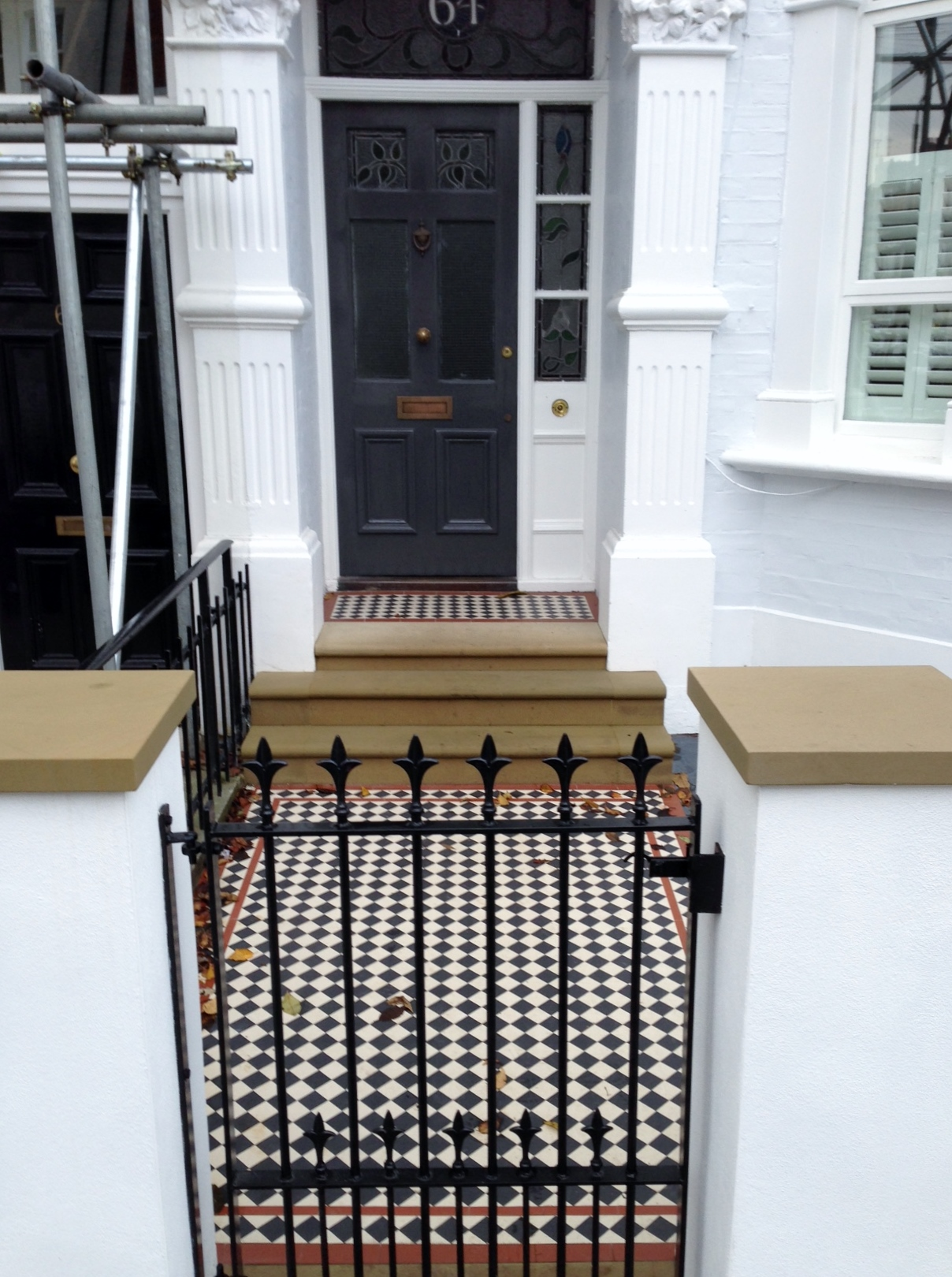 victorian mosaic garden path black white and red york stone steps and wall caps wall and rail and gate metal wrought iron slate paving london (14)
