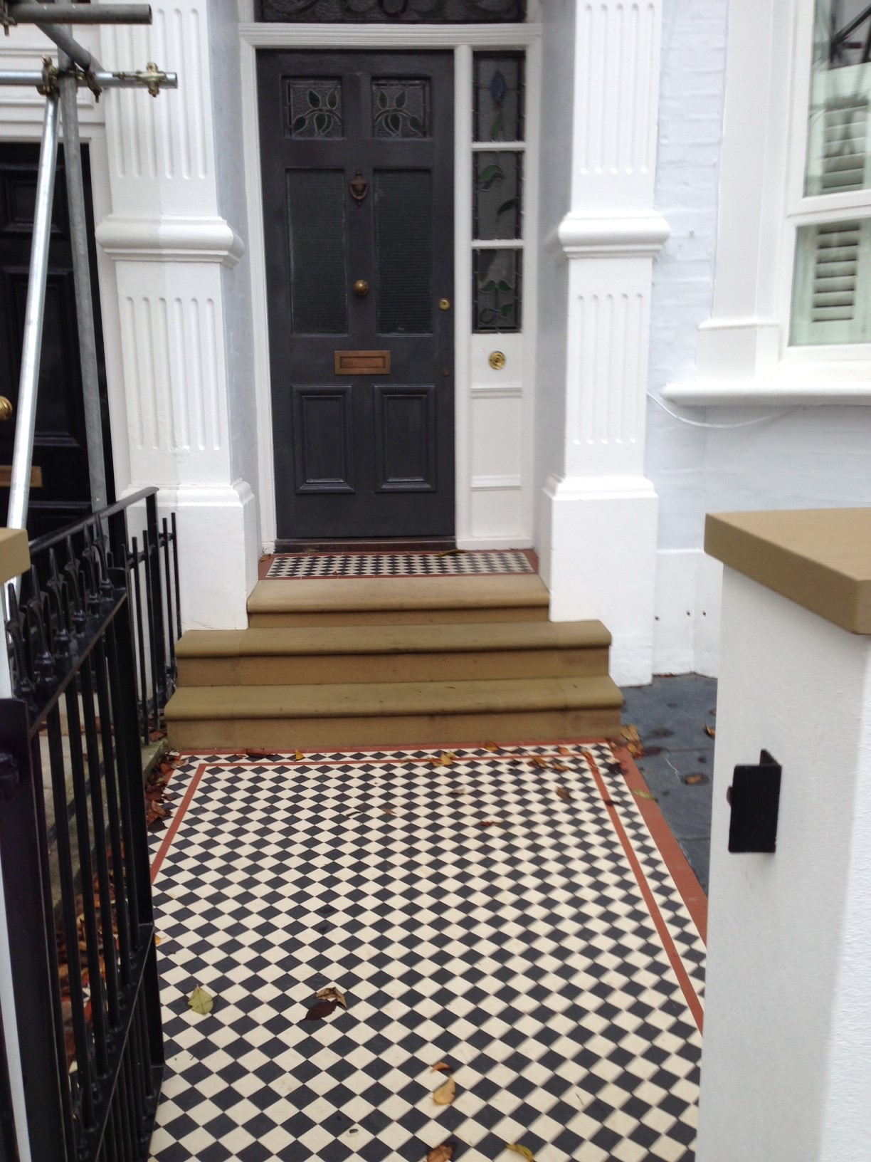 victorian mosaic garden path black white and red york stone steps and wall caps wall and rail and gate metal wrought iron slate paving london (15)