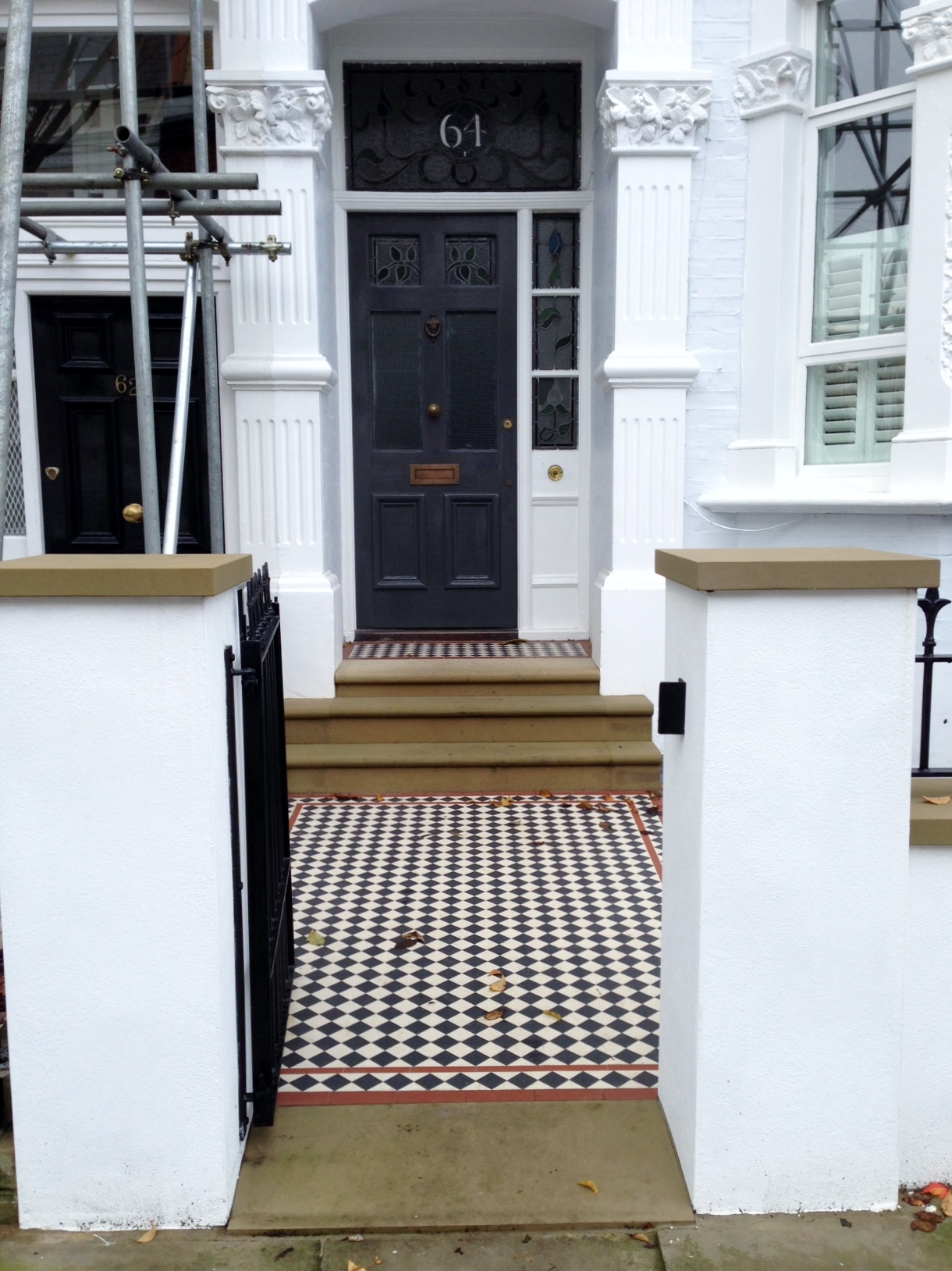 victorian mosaic garden path black white and red york stone steps and wall caps wall and rail and gate metal wrought iron slate paving london (16)