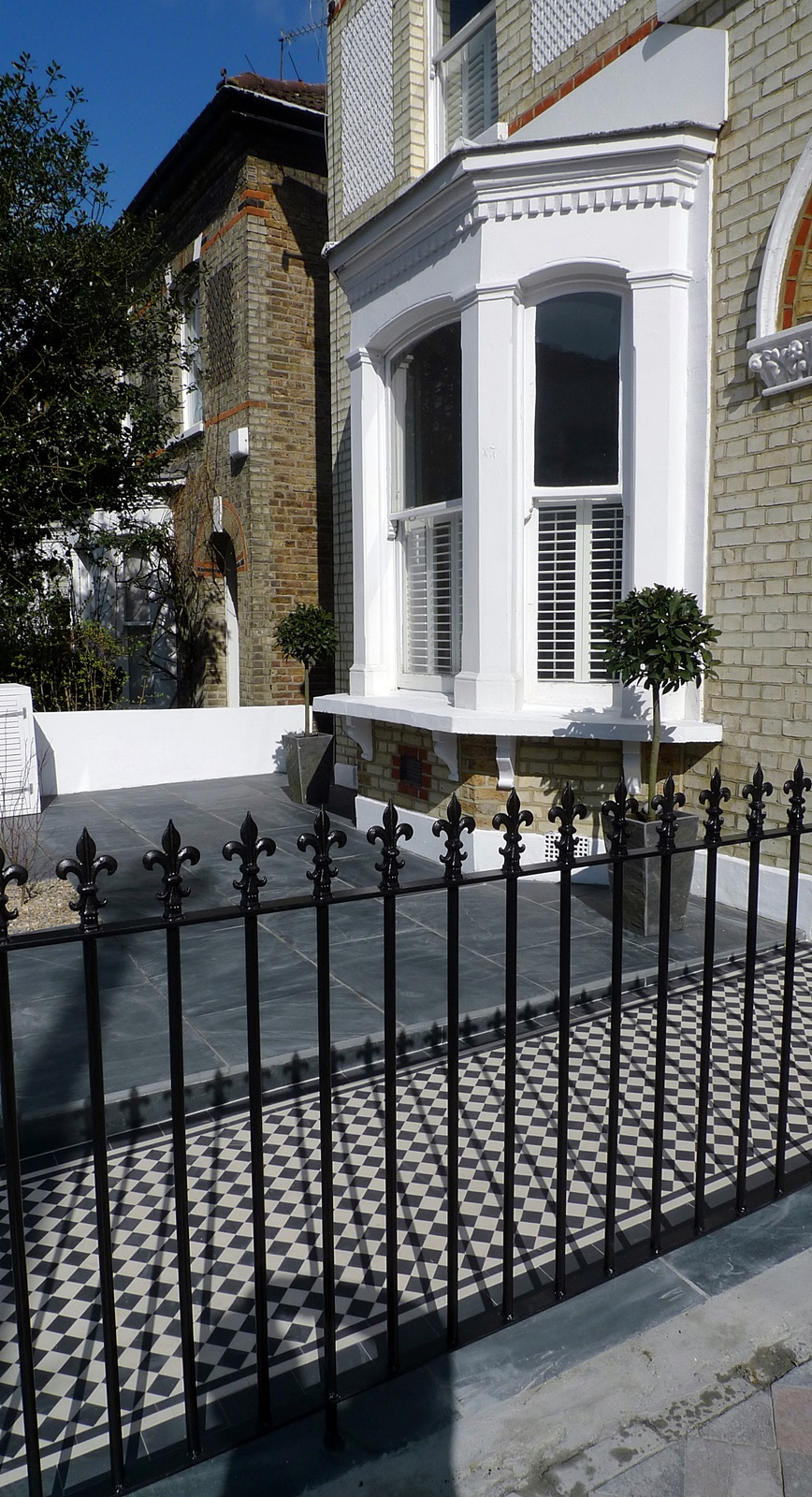 Front garden wall rail gate Victorian mosaic slate paving bespoke bin store York stone caps Balham Clapham Dulwich Tooting London (6)