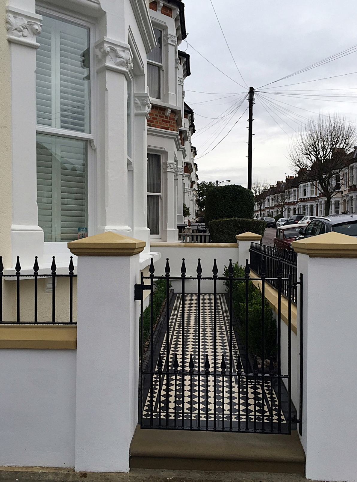 balham clapham battersea dulwich front garden wall rendered and painted sttone caps mosaic and wrought iron metal rails london (1)