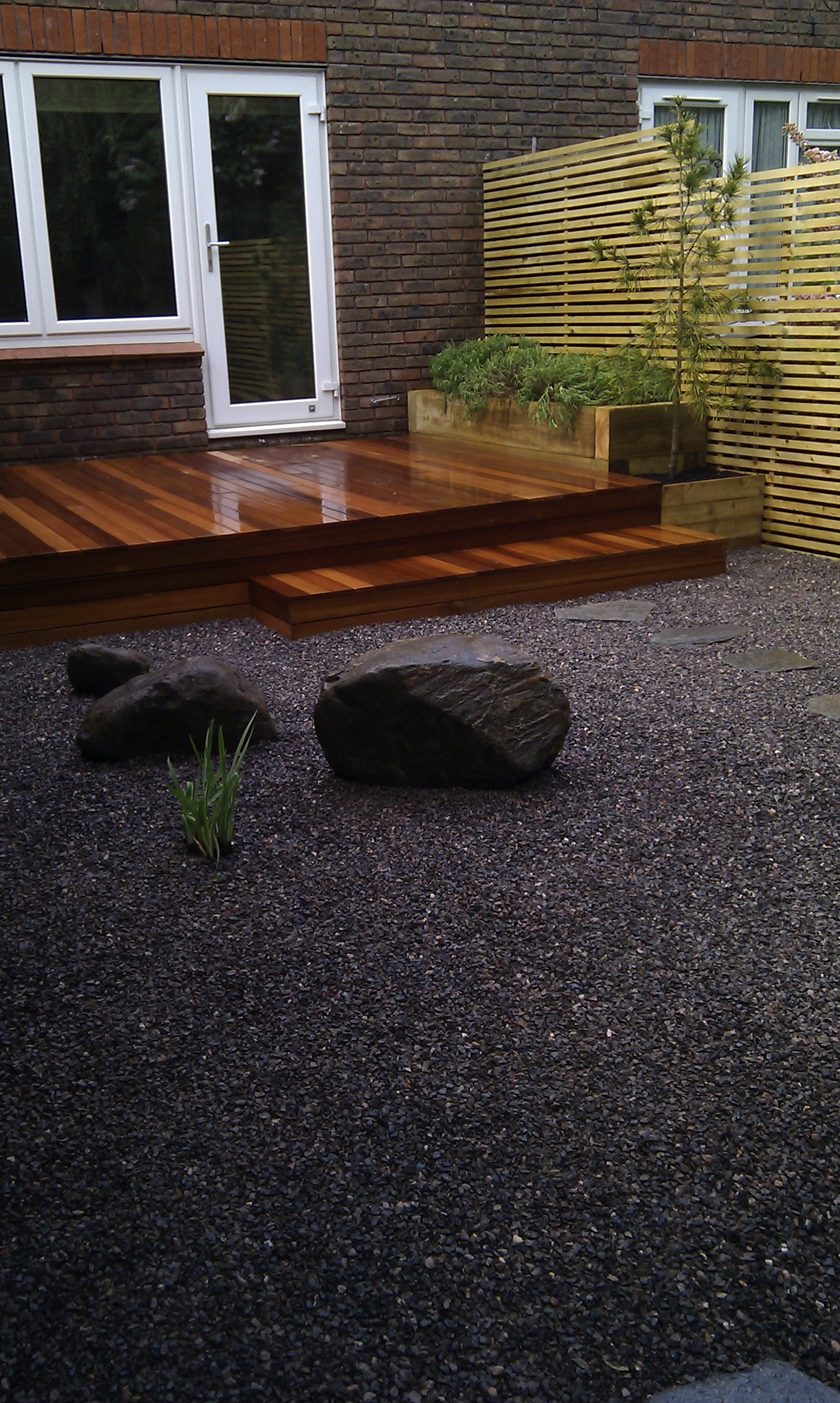 hardwood decking minimalist limestone chippings privacy screen south east london (1)