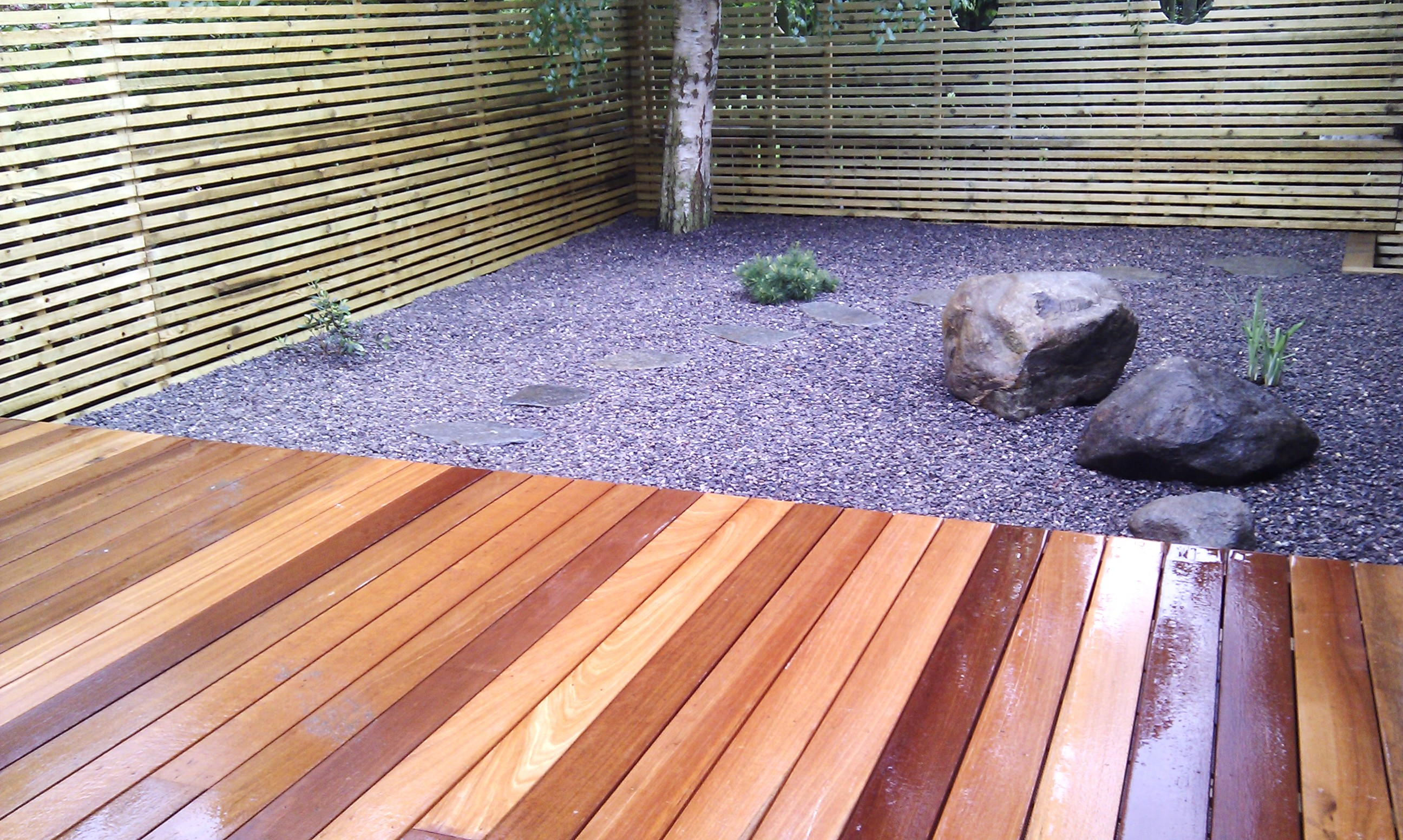 hardwood decking minimalist limestone chippings privacy screen south east london (23)