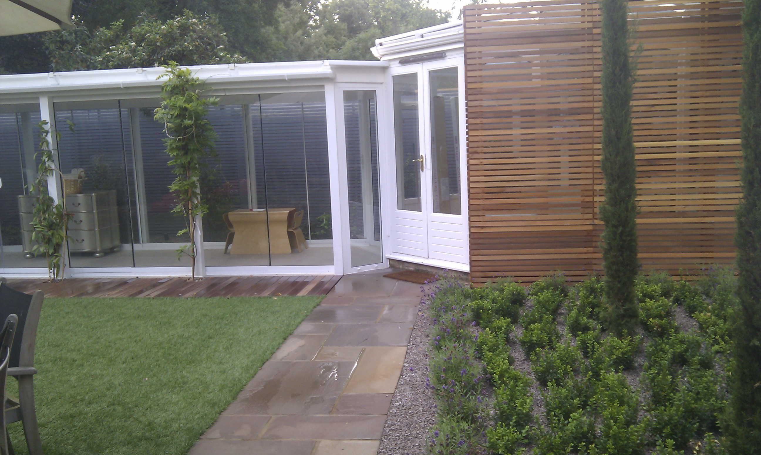 modern planting easy grass grey trellis screen sandstone paving designer design garden hampstead belsize park london (14)