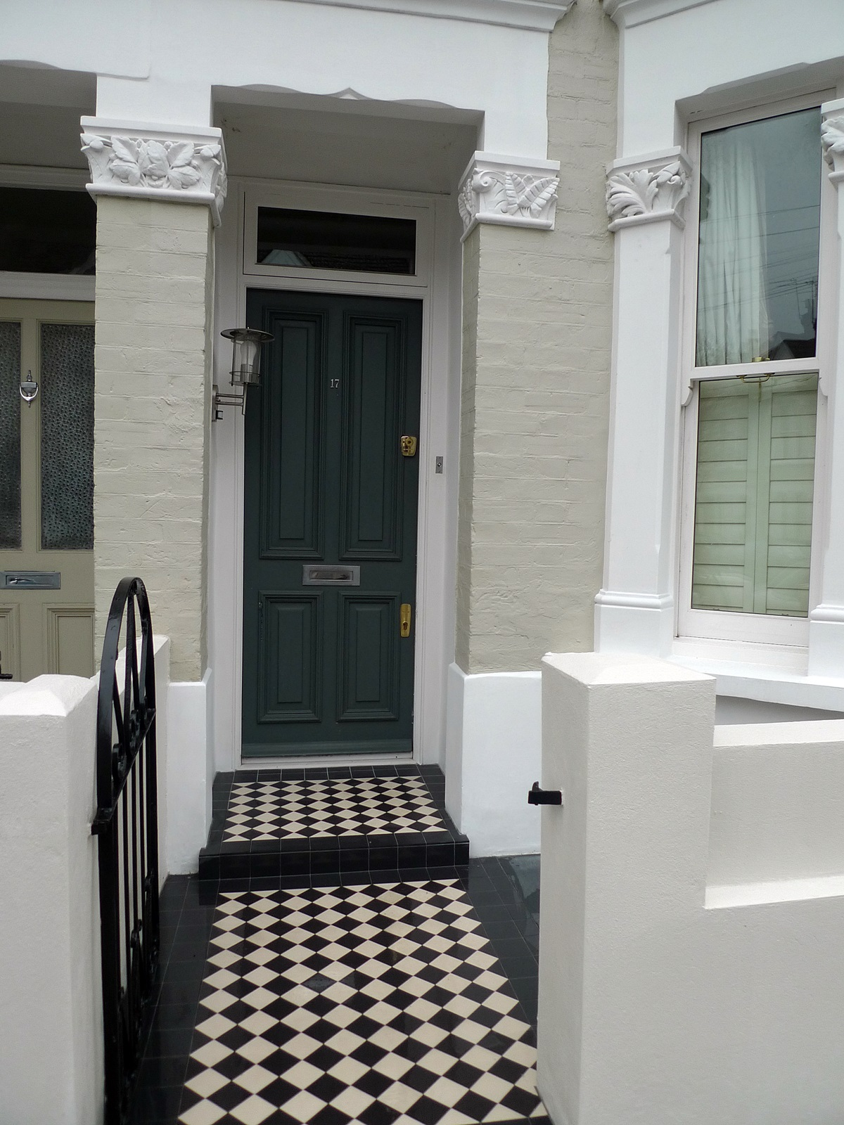 victroian black and white msoaic tile path fulham chelsea london