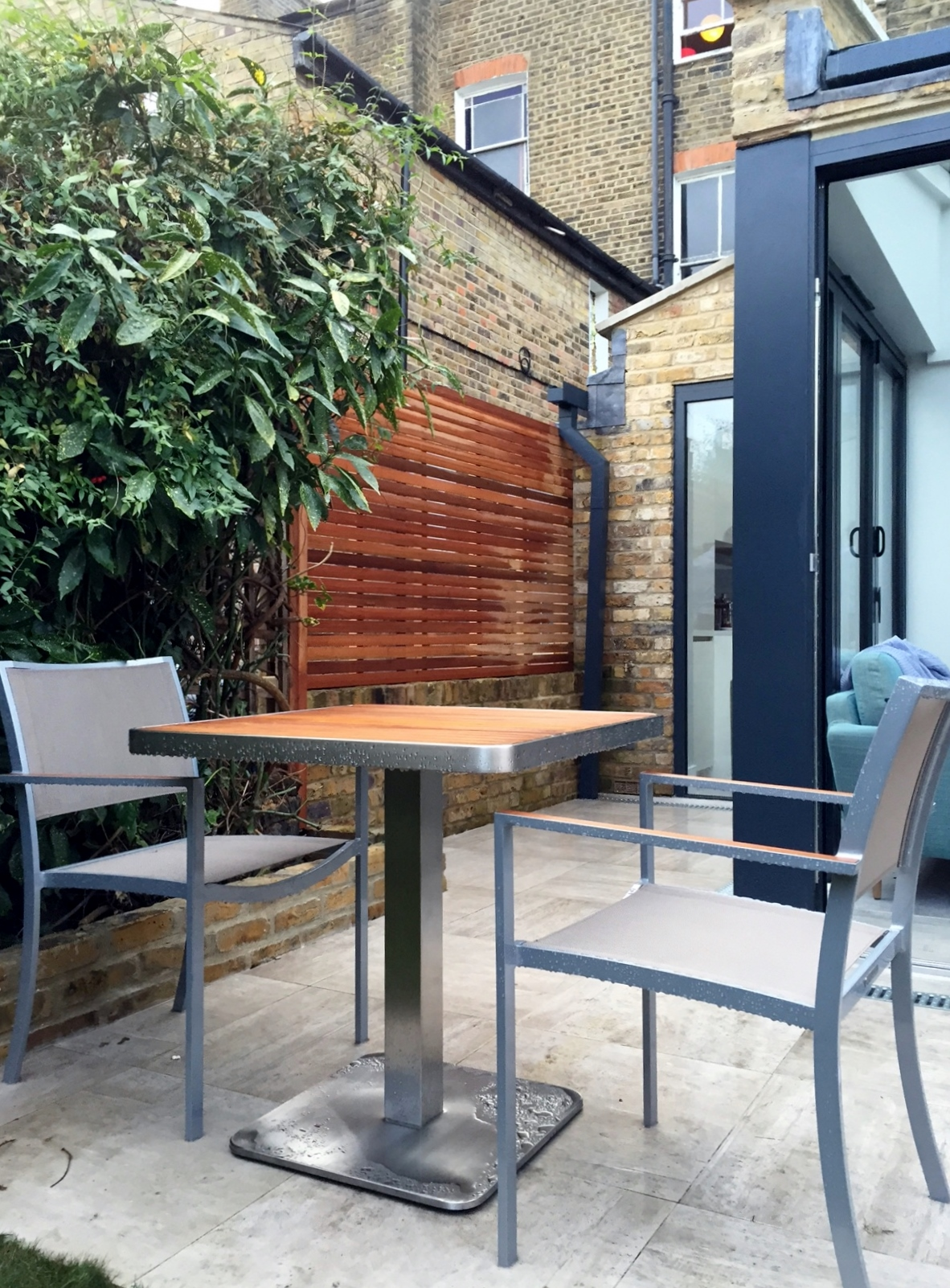 london garden design cermaic tile patio wall garden screen trellis fence slatted horizontal london brixton