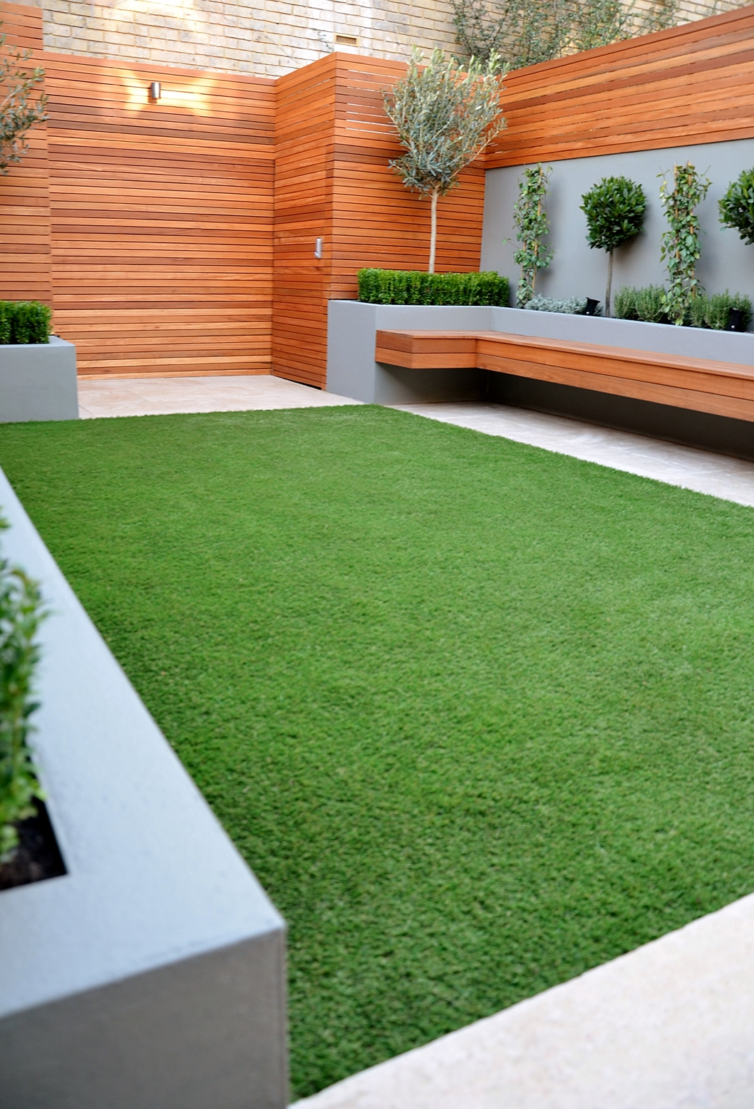 Modern garden design landscapers designers of contemporary for Modern back garden designs
