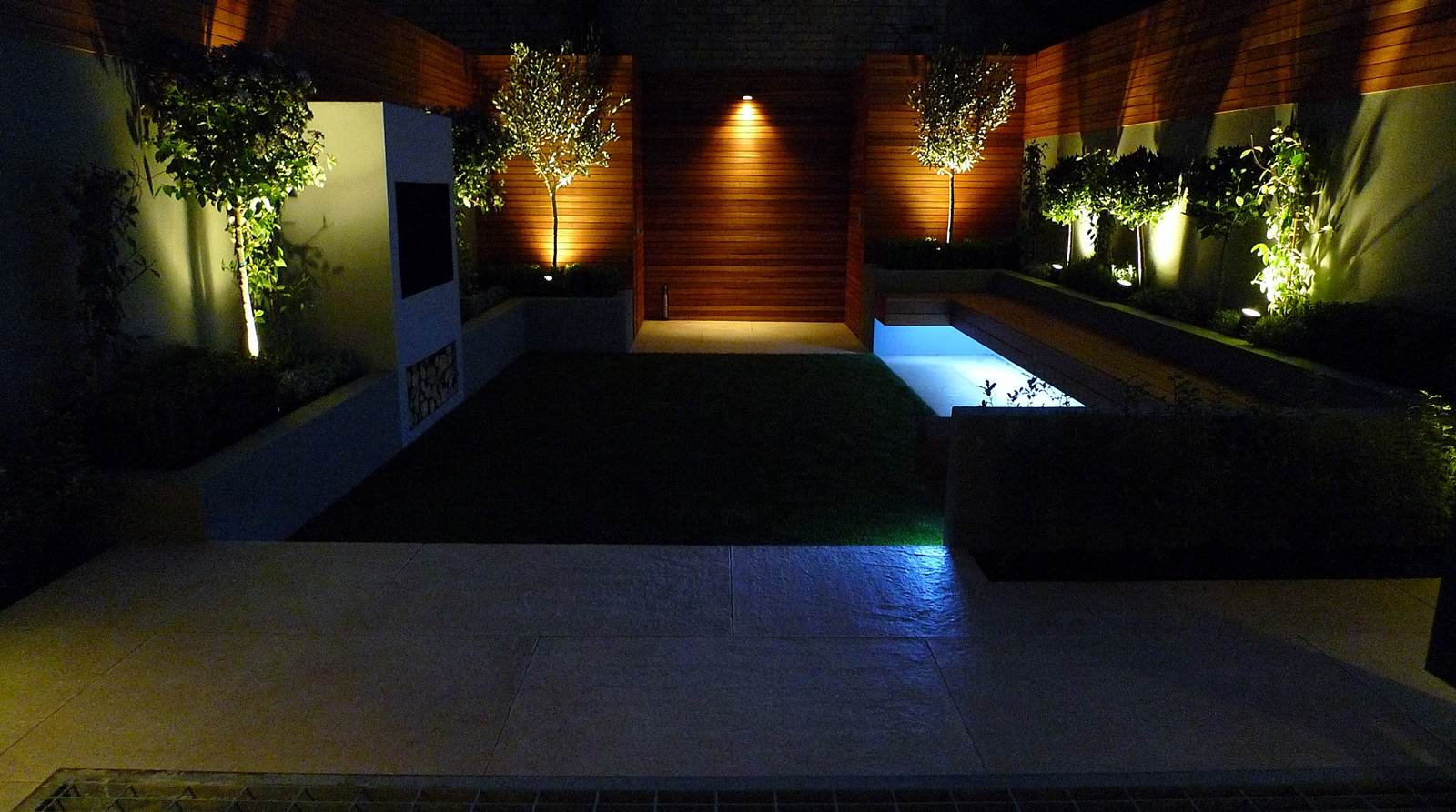 night shot urban modern small garden battersea clapham balham lighting