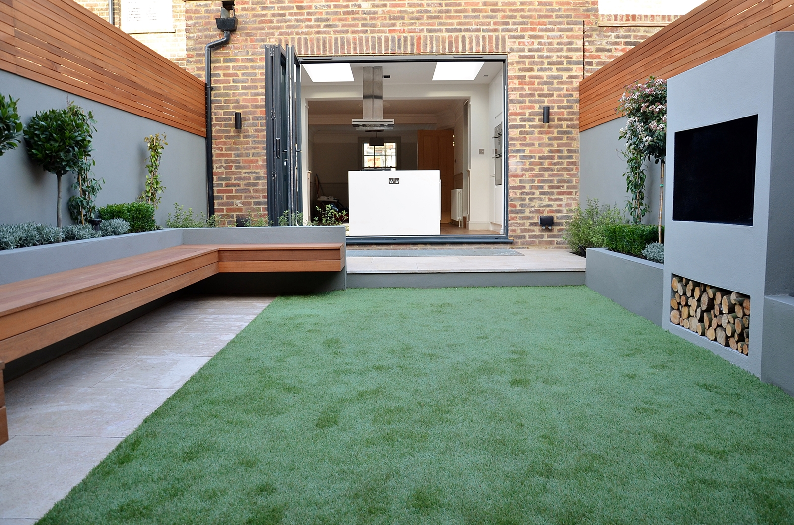 Outdoor living modern small garden designer battersea for Modern garden design
