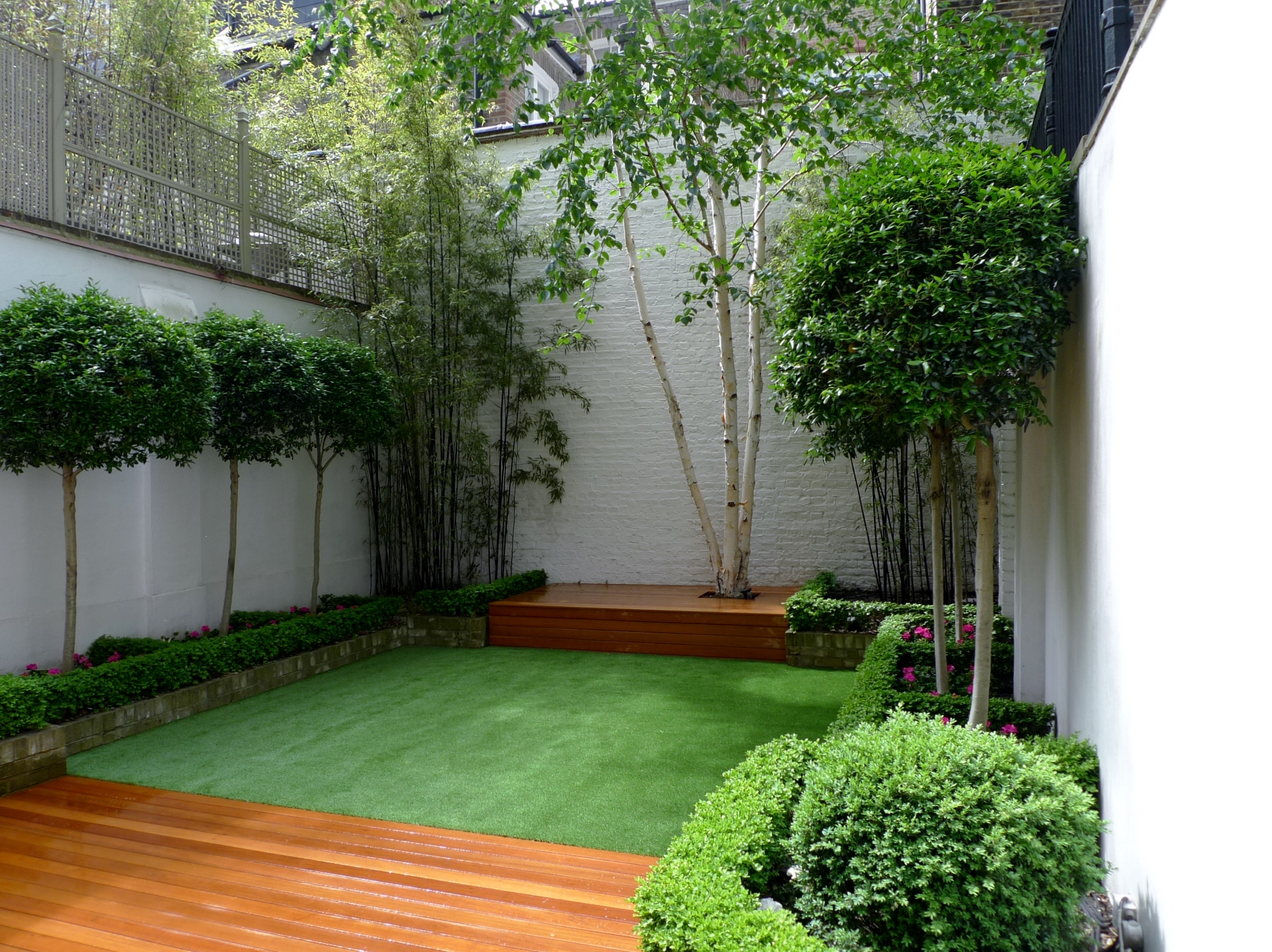 Chelsea garden 2015 design low maintenance artificial for Modern garden decking designs