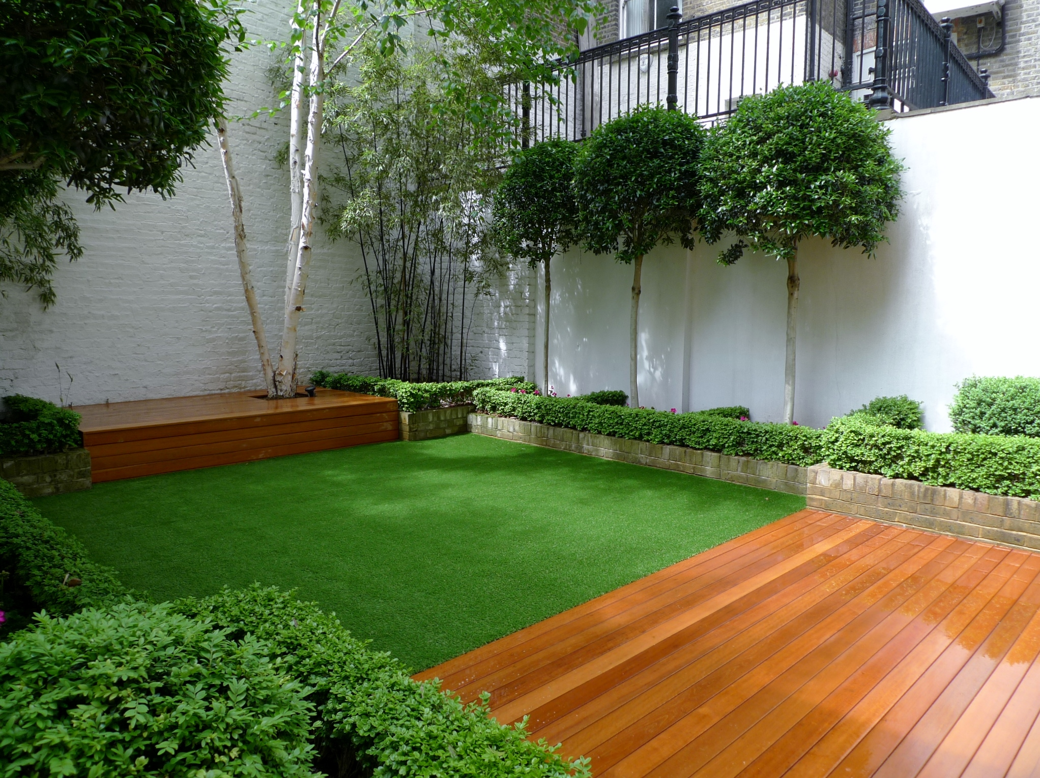 Small archives london garden blog for Garden decking and grass