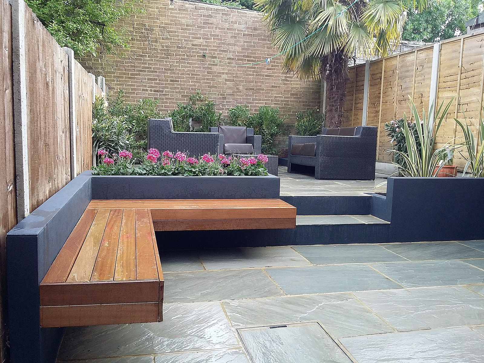 Modern garden design london natural sandstone paving patio for Patio designs for small gardens