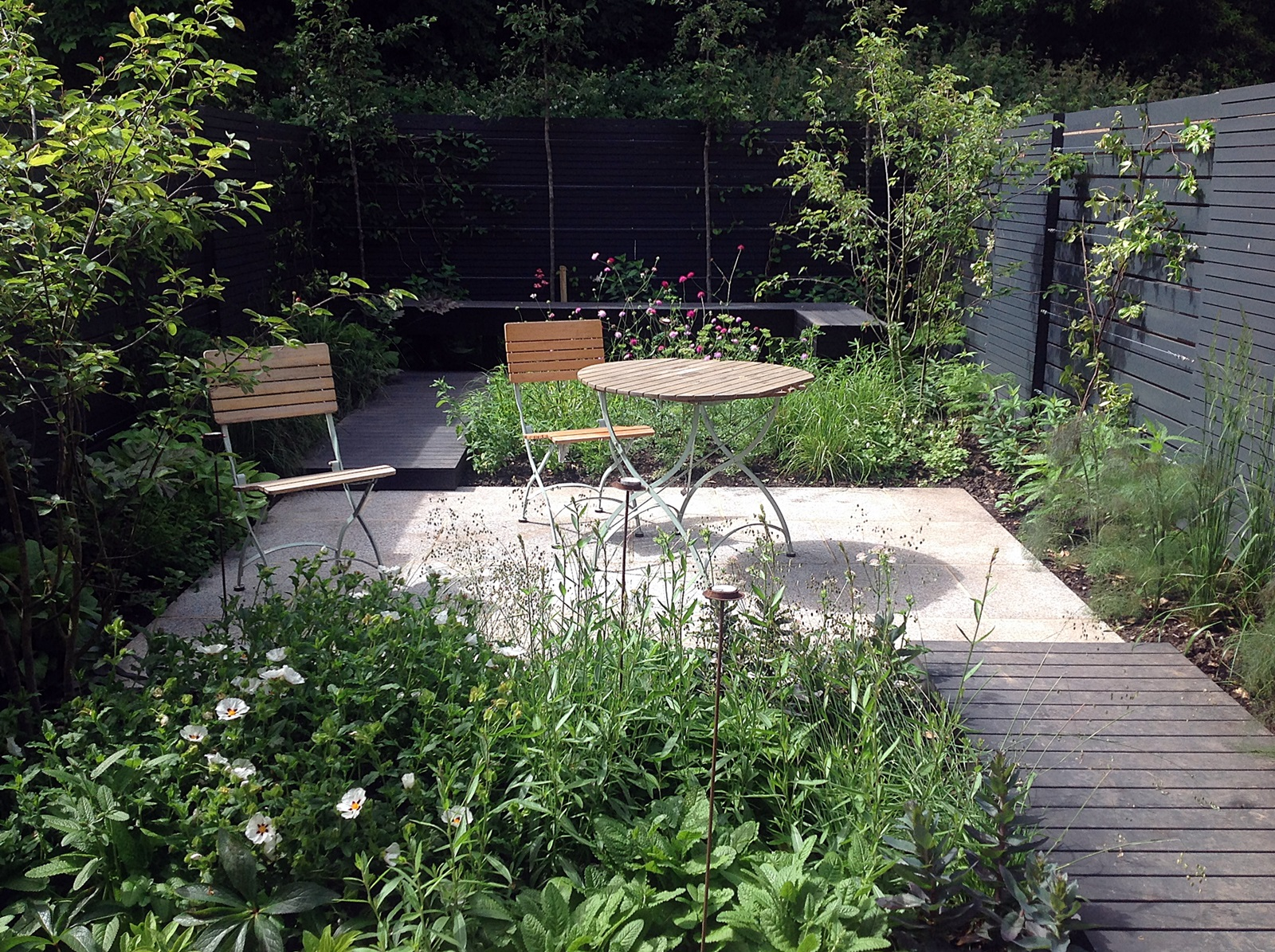 Modern urban garden design dulwich peckham clapham for Urban garden design ideas