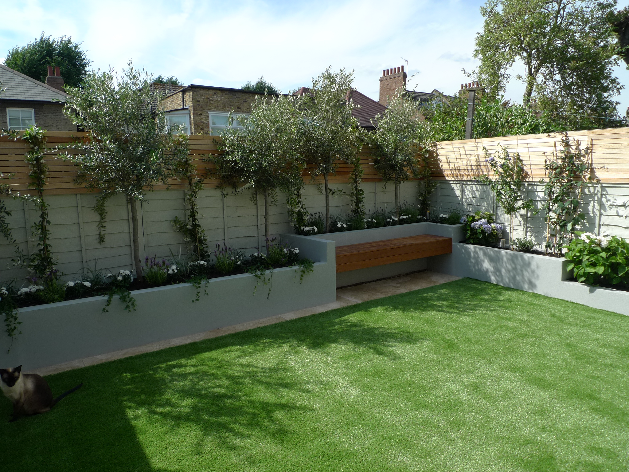 hardwood cedar privacy screen trellis floating bench easi grass travertine cream buff paving contemporary garden design designer battersea balham clapham fulham chelsea putney wandsworth london