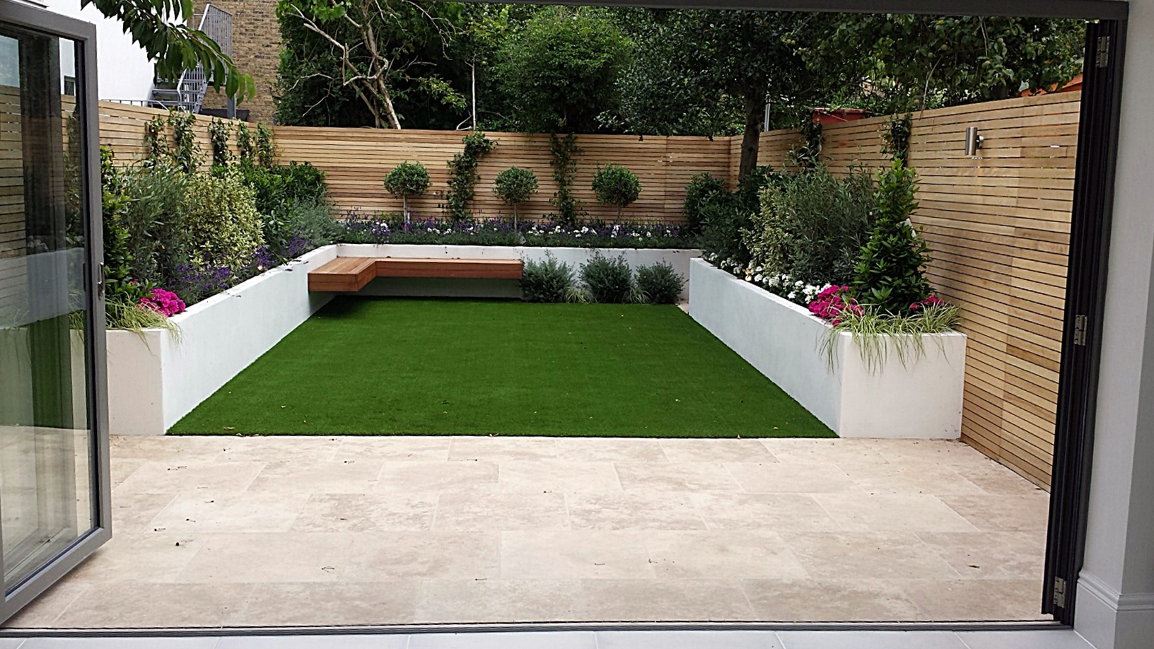 Wandsworth Urban Garden Design: Travertine Paving Patio Render Block Raised Beds Hardwood
