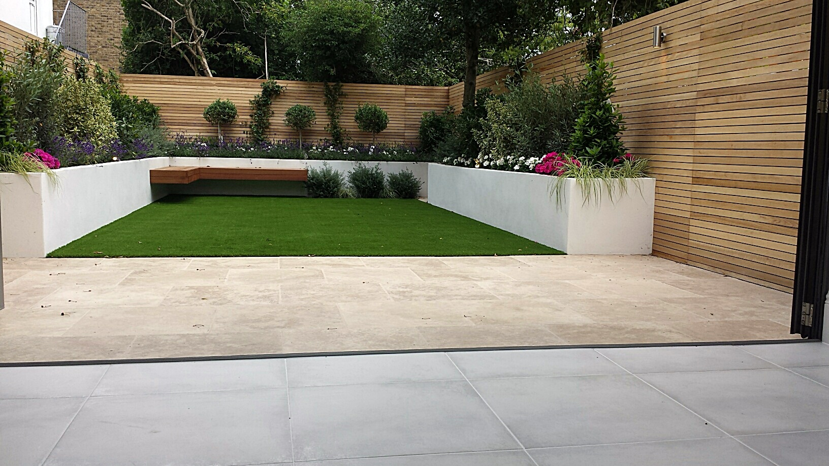 Travertine paving patio render block raised beds hardwood for Exterior garden design