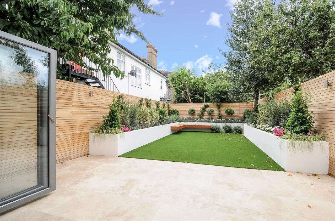 horizontal slatted screen fence in hardwood fake easy grass london