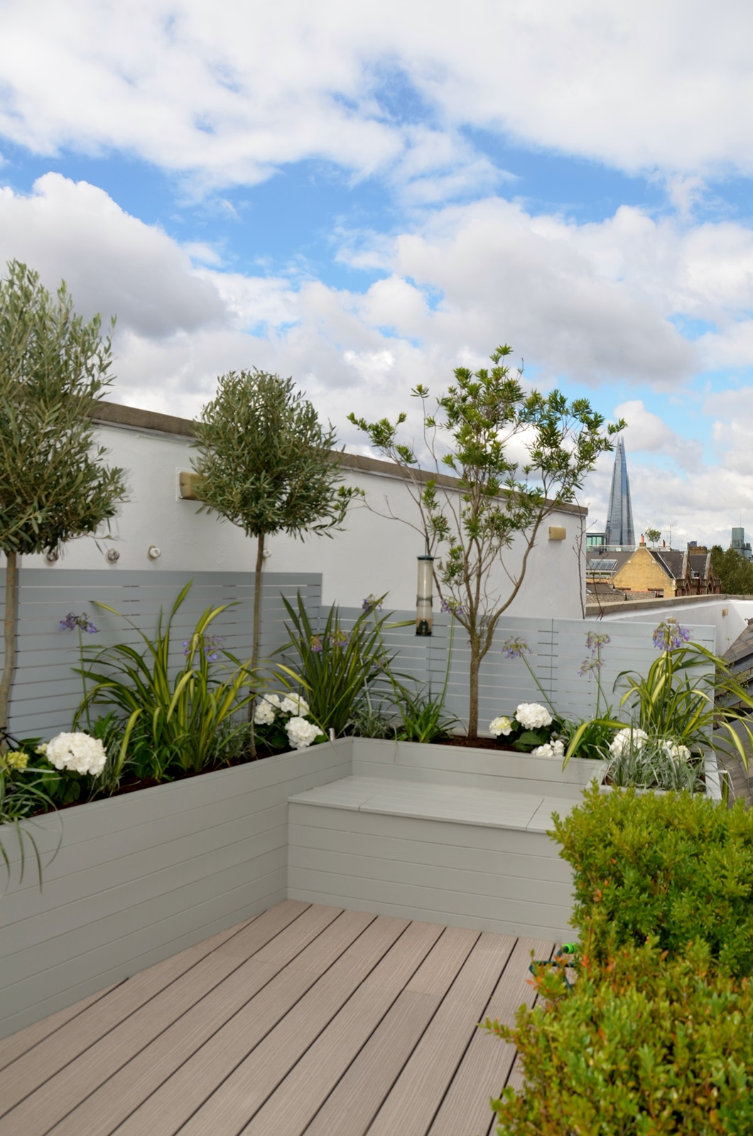 Tower bridge modern garden design roof penthouse terrace for Contemporary gardens