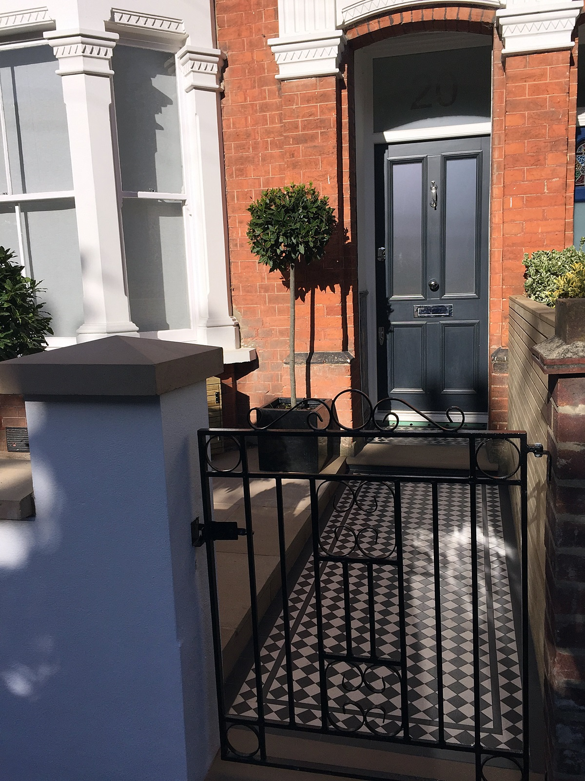 London Front Garden Wall Metal Rail And Gate York Stone Entrance Stone  Black And White Victorian ...