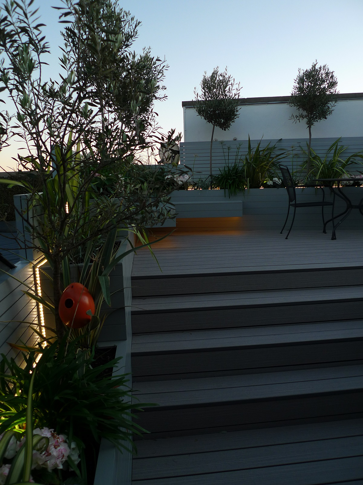 modern garden design roof garden fulham chelsea tower bridge canary wharf london