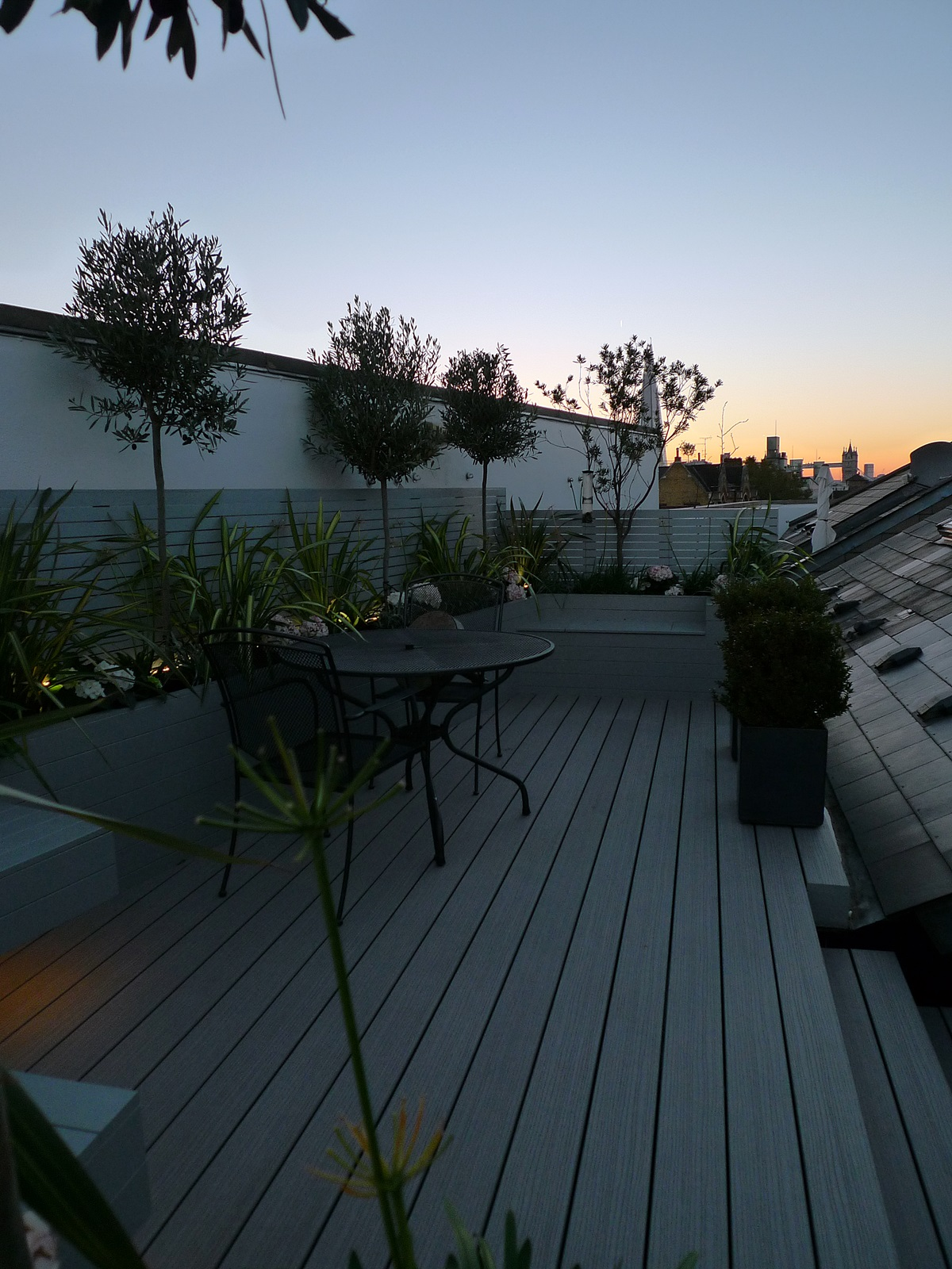 roof garden design london composite decking hardwood painted planters battersea tower bridge chelsea fulham putney london