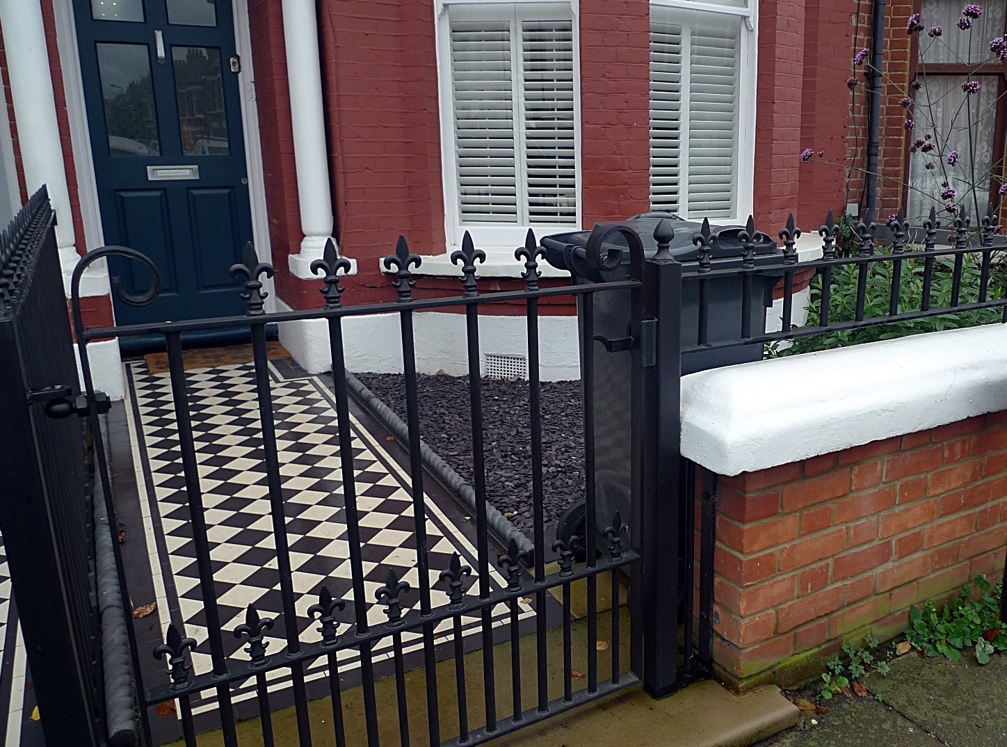 Ornamental stone Victorian mosaic black and white metal gate metal rail charcoal rope edge tiles York stone entrance stone yellow brick Streatham Balham Clapham West Norwood Dulwich London