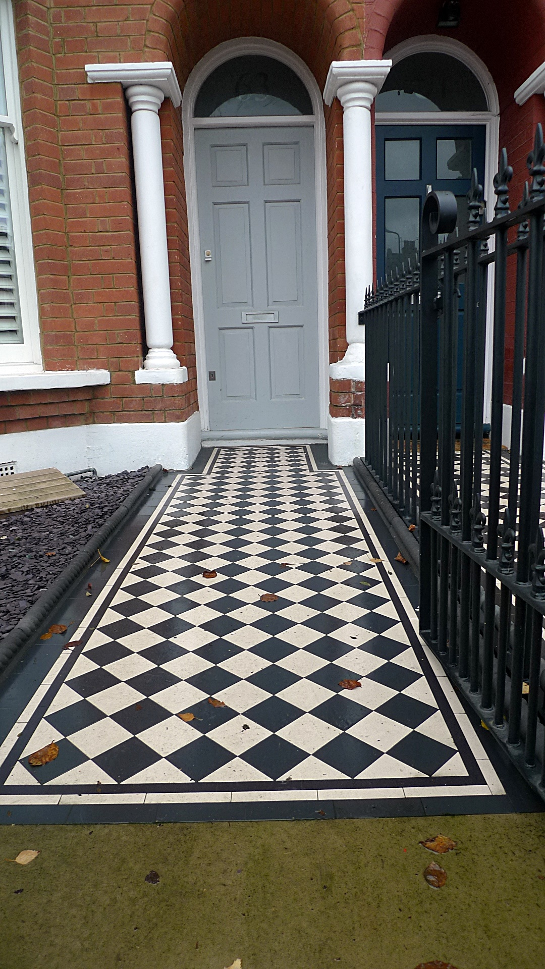 Ornamental stone Victorian mosaic black and white metal rail metal gate charcoal rope edge tiles York stone entrance stone slate Balham Clapham Streatham West Norwood Battersea London