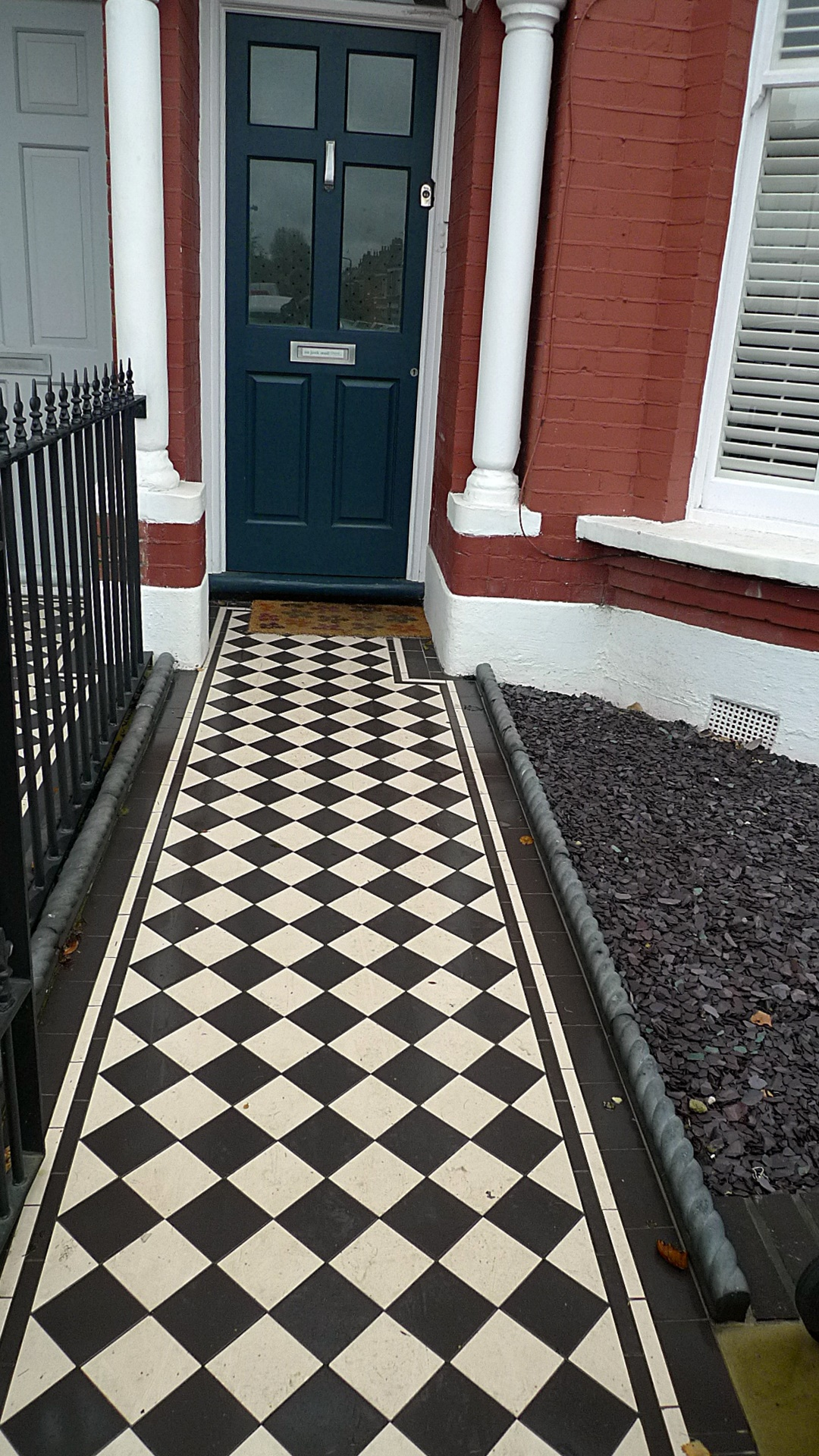 Ornamental stone black and white Victorian mosaic metal gate metal rail charcoal rope edge tiles York stone entrance stone Streatham Balham Clapham West Norwood London