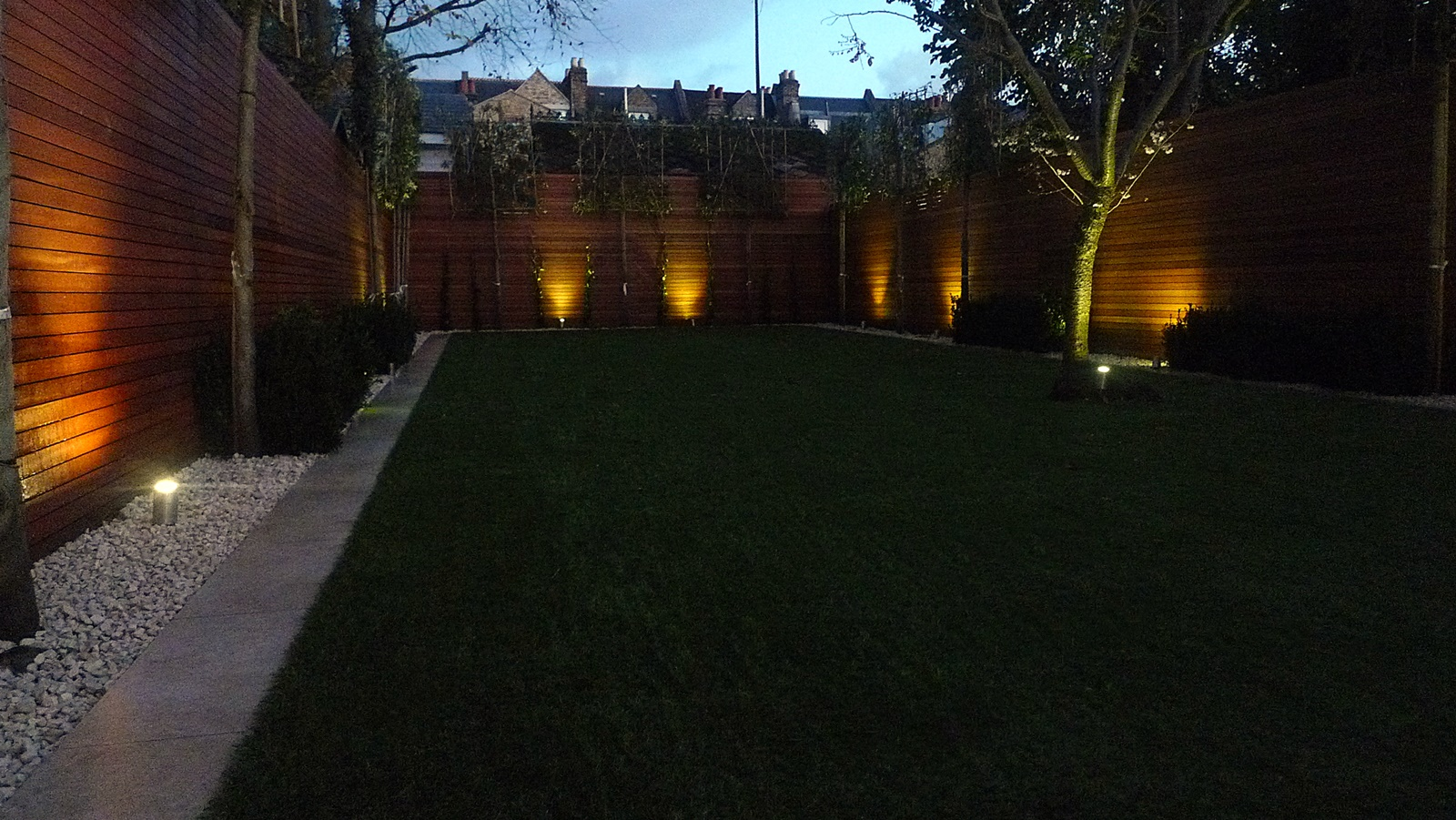 artificial easy grass lawn horizontal hardwood privacy cedar screen fence trellis wandsworth clapham battersea fulham chelsea putney london