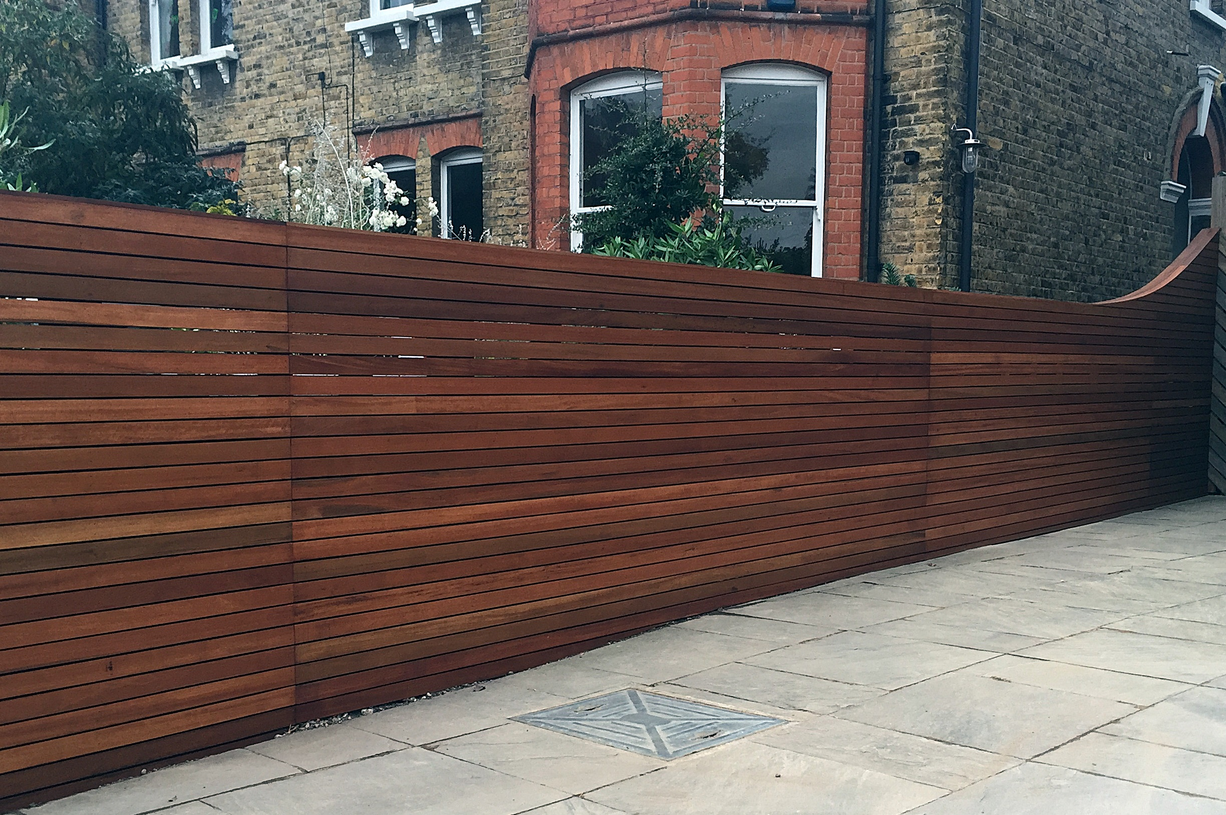 Horizontal cedar hardwood strip wood trellis screen fence for Horizontal garden screening