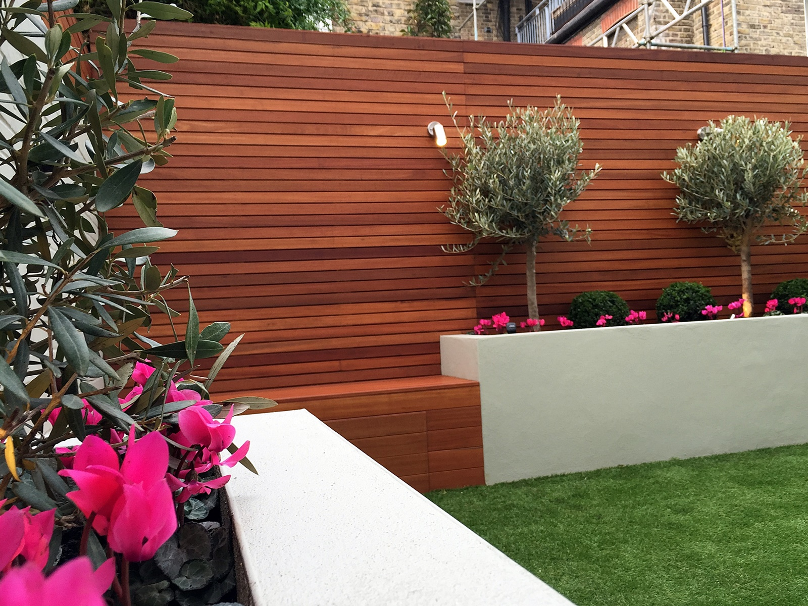 hardwood cedar slatted horizontal privacy screen trellis fence battersea clapham balham dulwich fulham chelsea kensington london