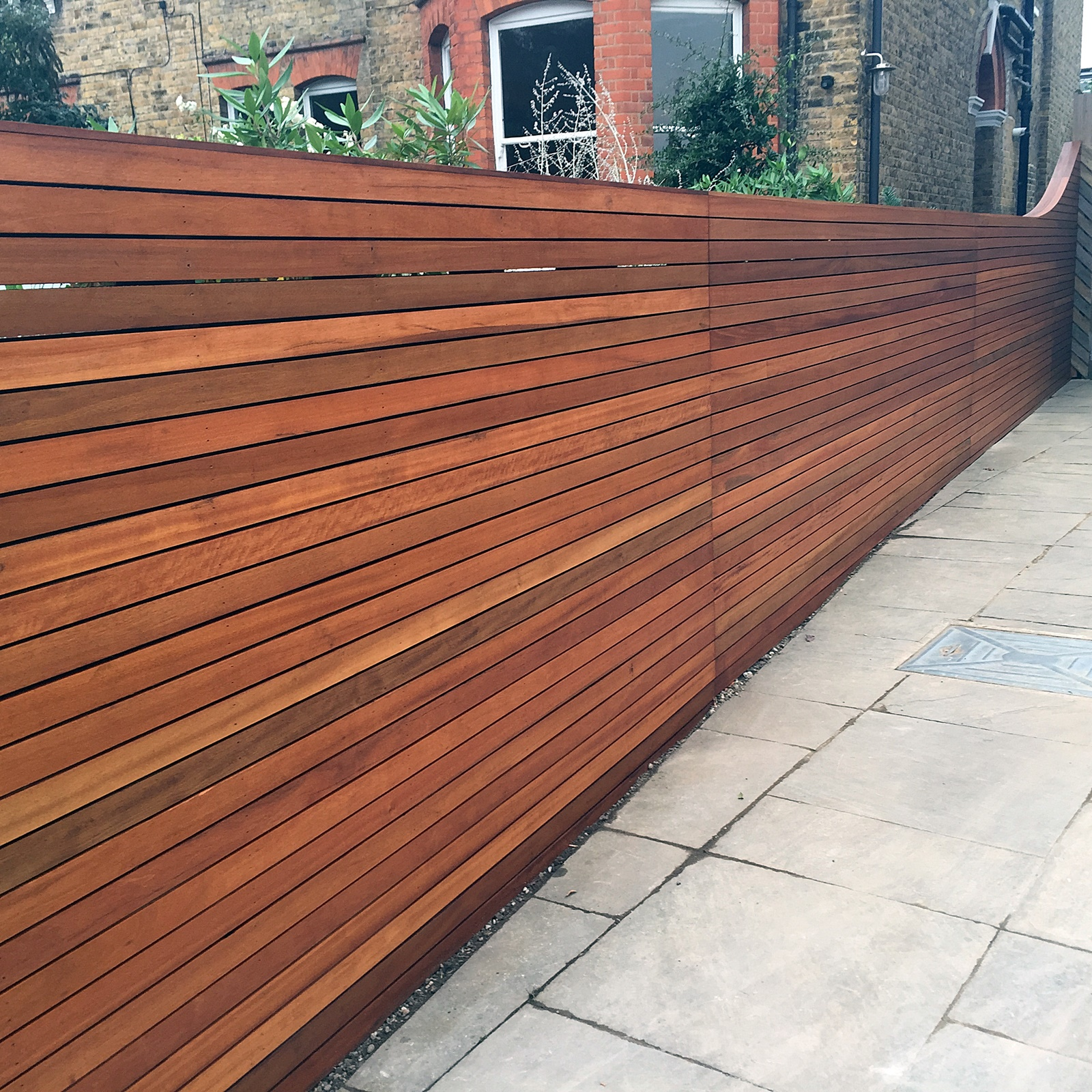 hardwood fence balau cedar trellis screen horizontal bespoke slats curved mayfair w1 westminister sw1 pimlico fulham chelsea sw3 dulwich london
